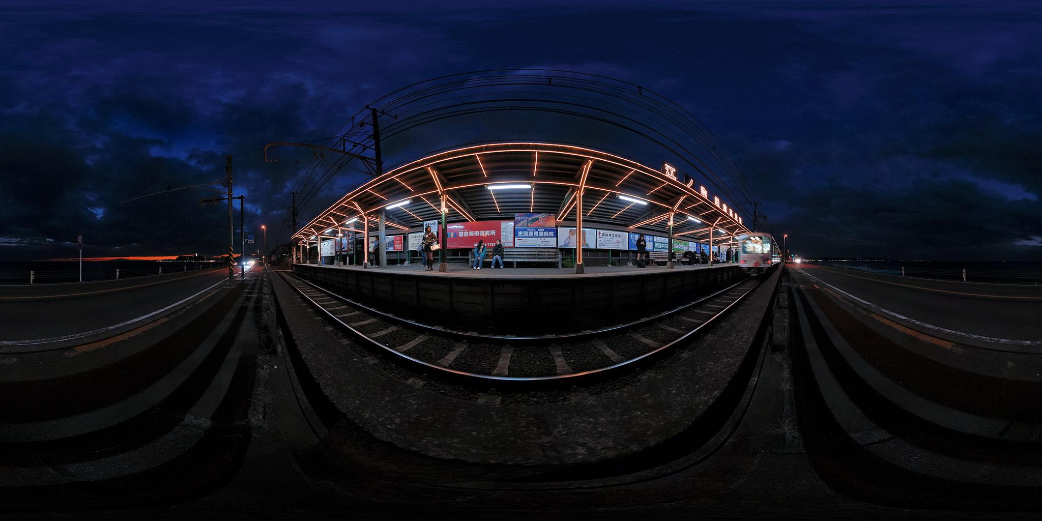 江ノ電鎌倉高校前駅のイルミネーション風景