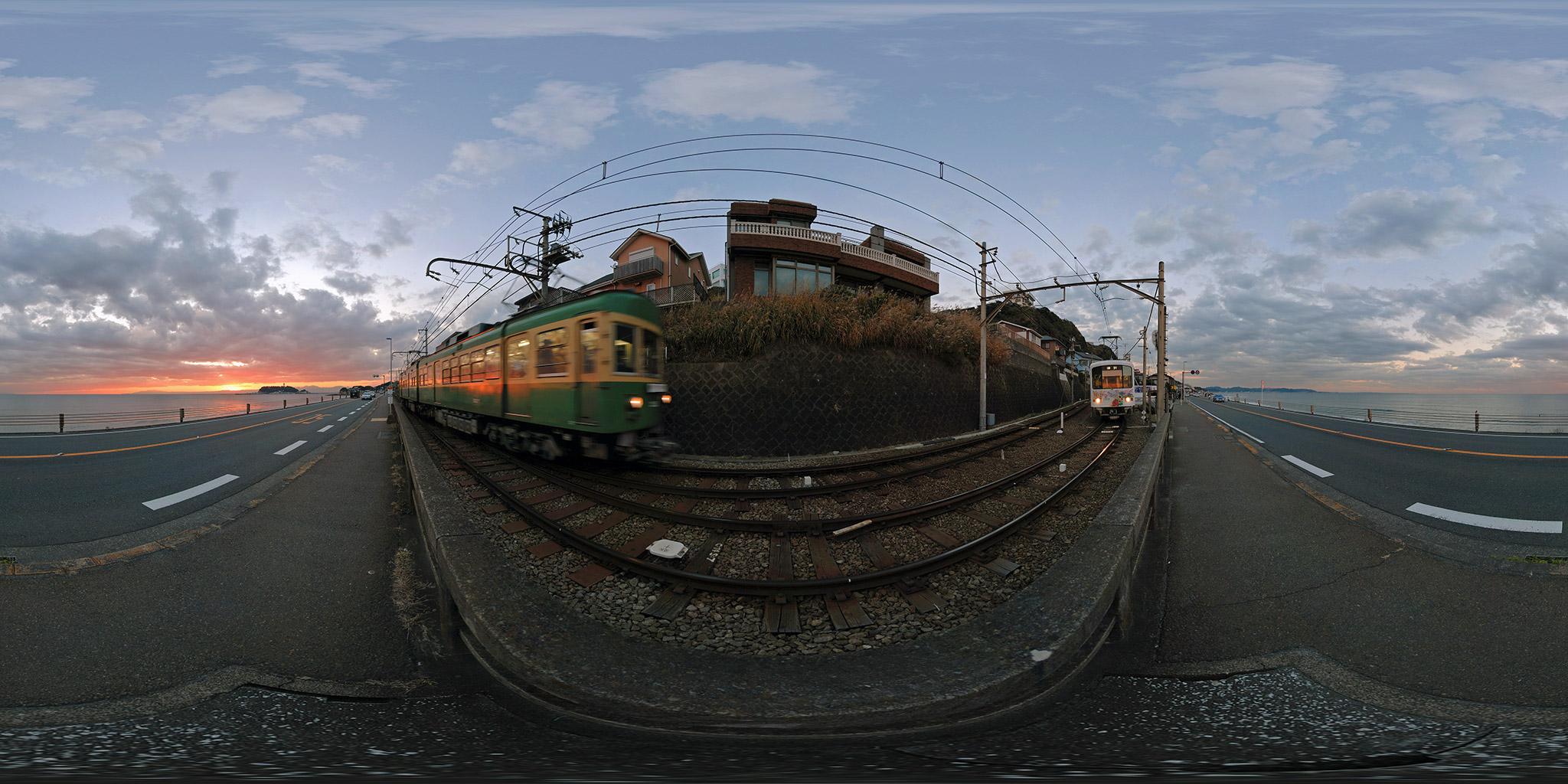 江ノ電峰ヶ原信号所で交換する305編成