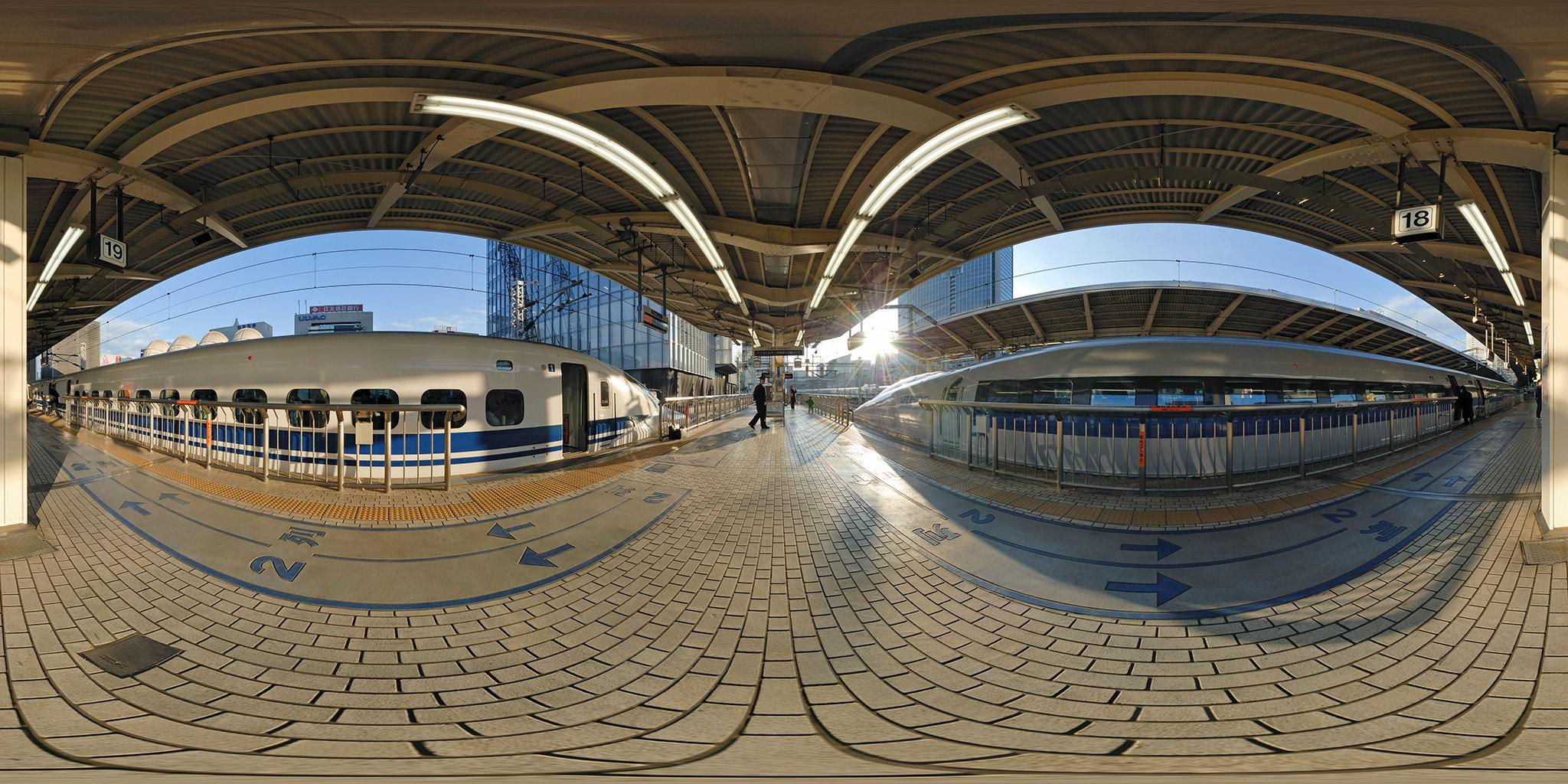 東京駅を発車する500系のぞみ