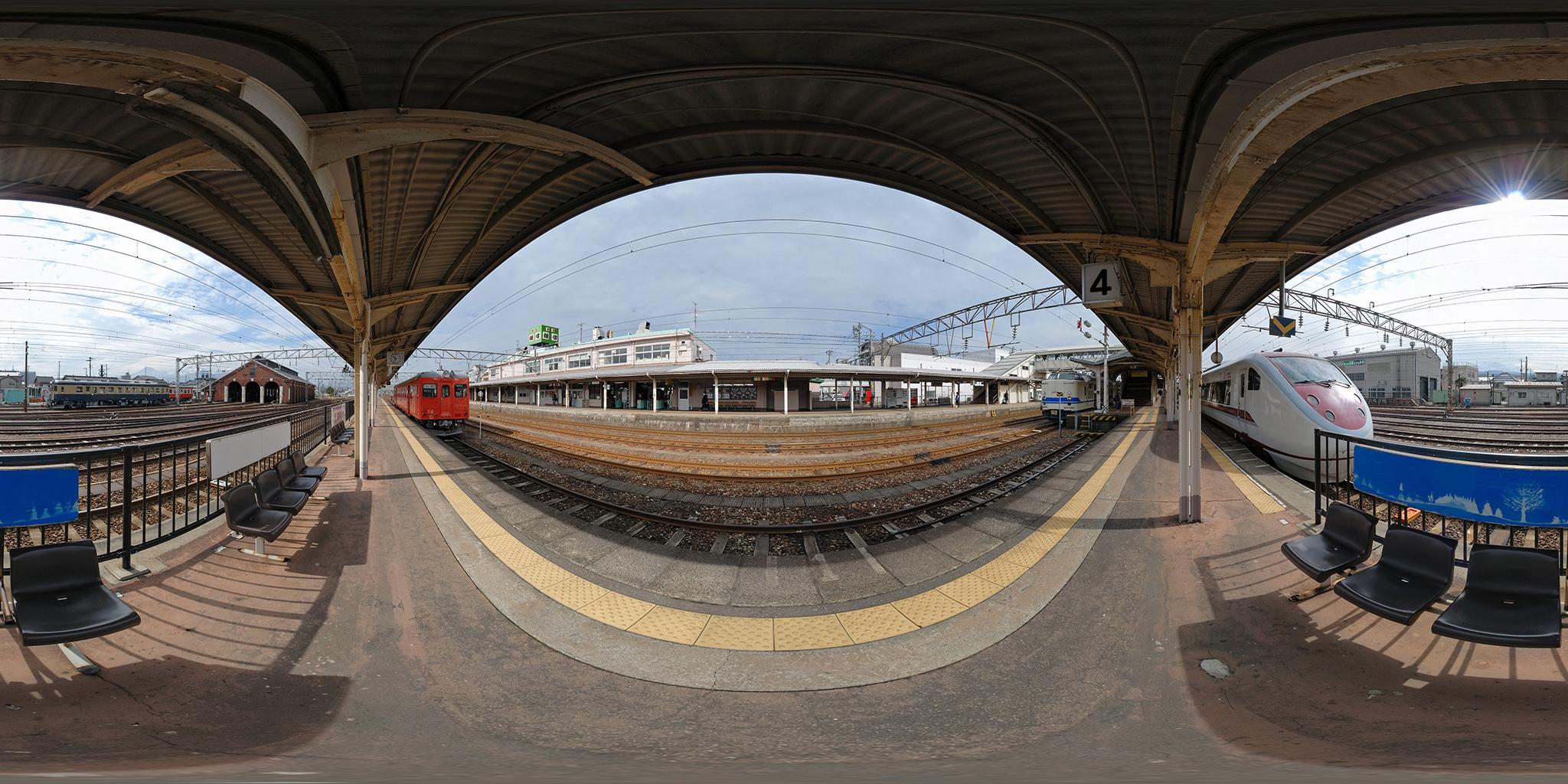 糸魚川駅を発車するキハ52-156