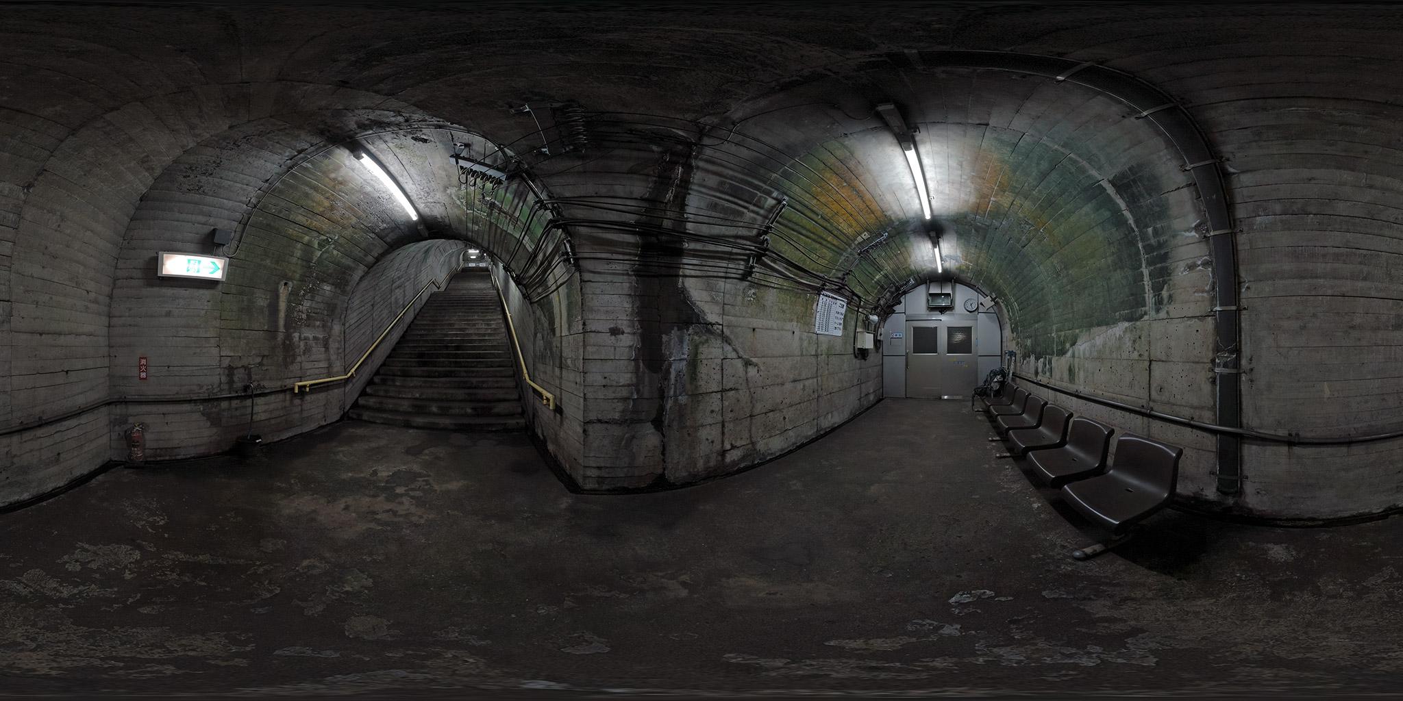 頸城トンネル内にある筒石駅