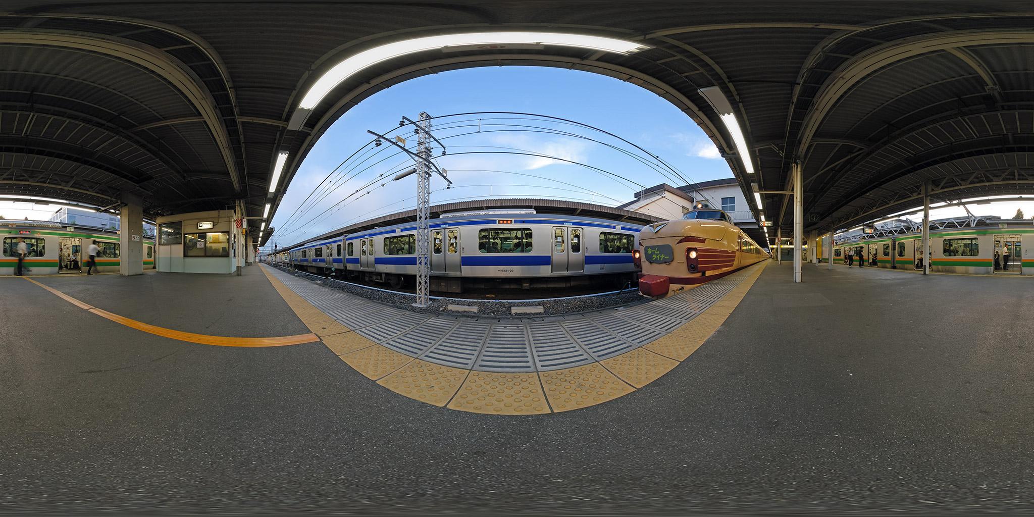 2007年の上野駅にて「ホームライナー鴻巣」3号