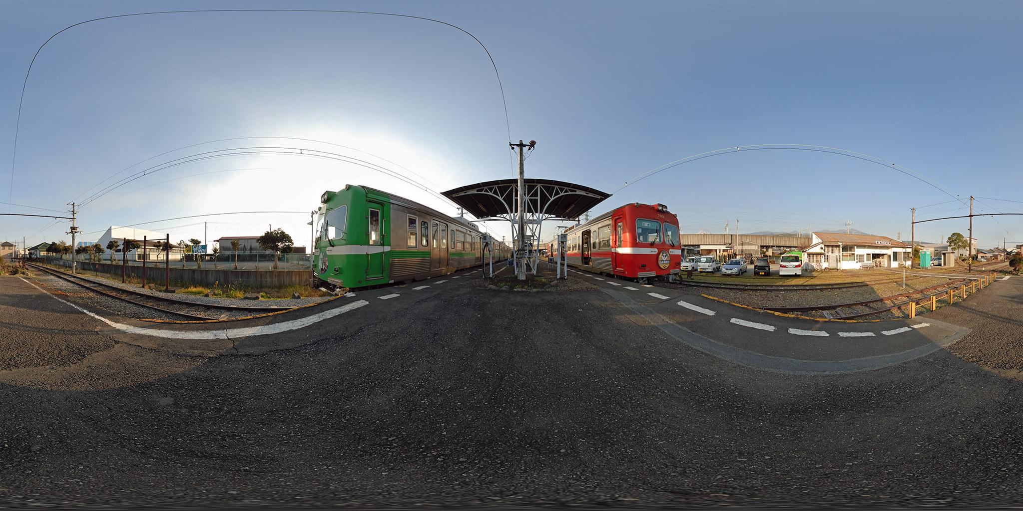 岳南江尾駅で並ぶ7001と8001