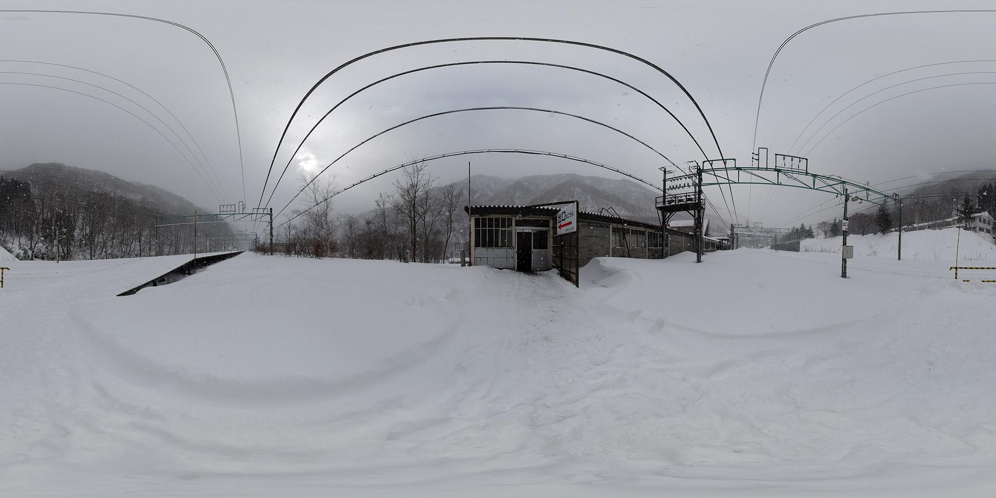雪の土合駅上りホーム