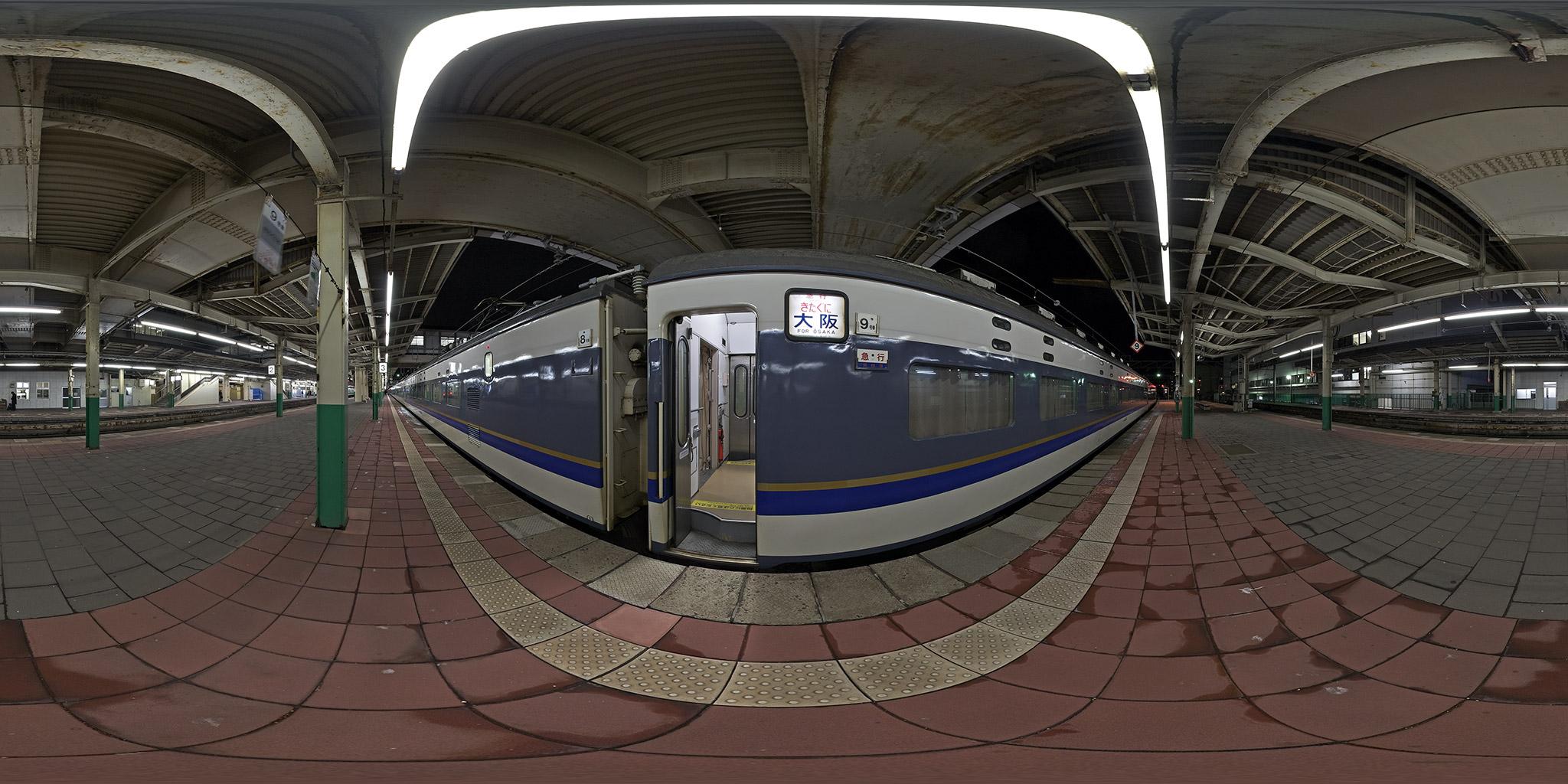 """""""新潟駅に停車中の583系急行きたぐに"""""""