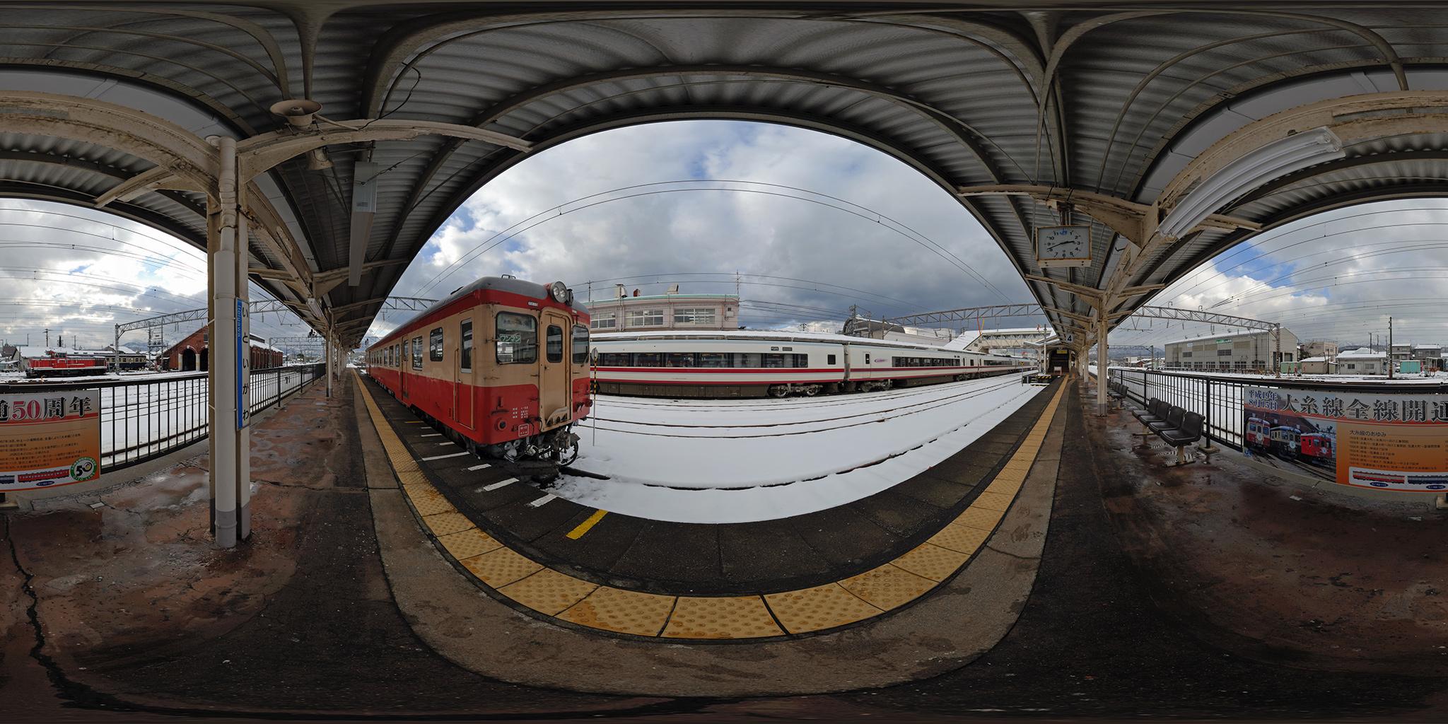 大糸線糸魚川駅に停車中のキハ52-115