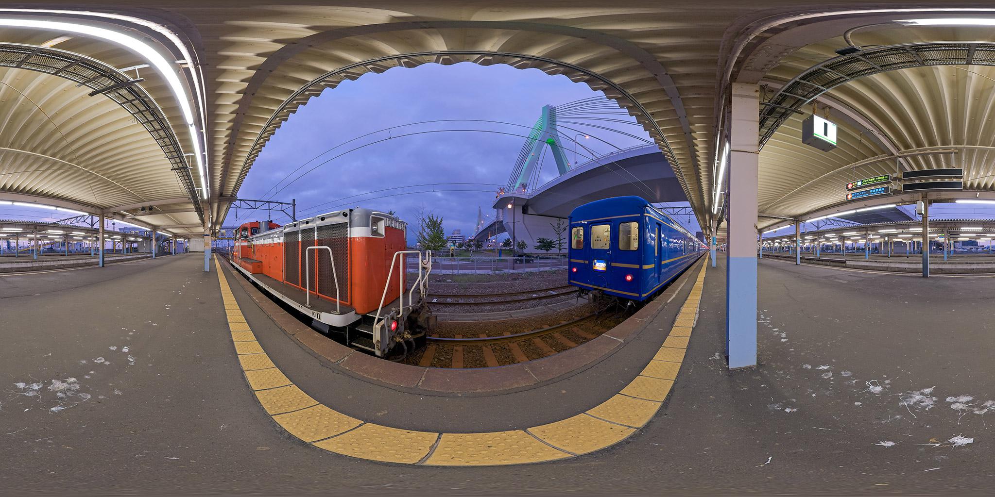 青森駅に入線する寝台特急「あけぼの」