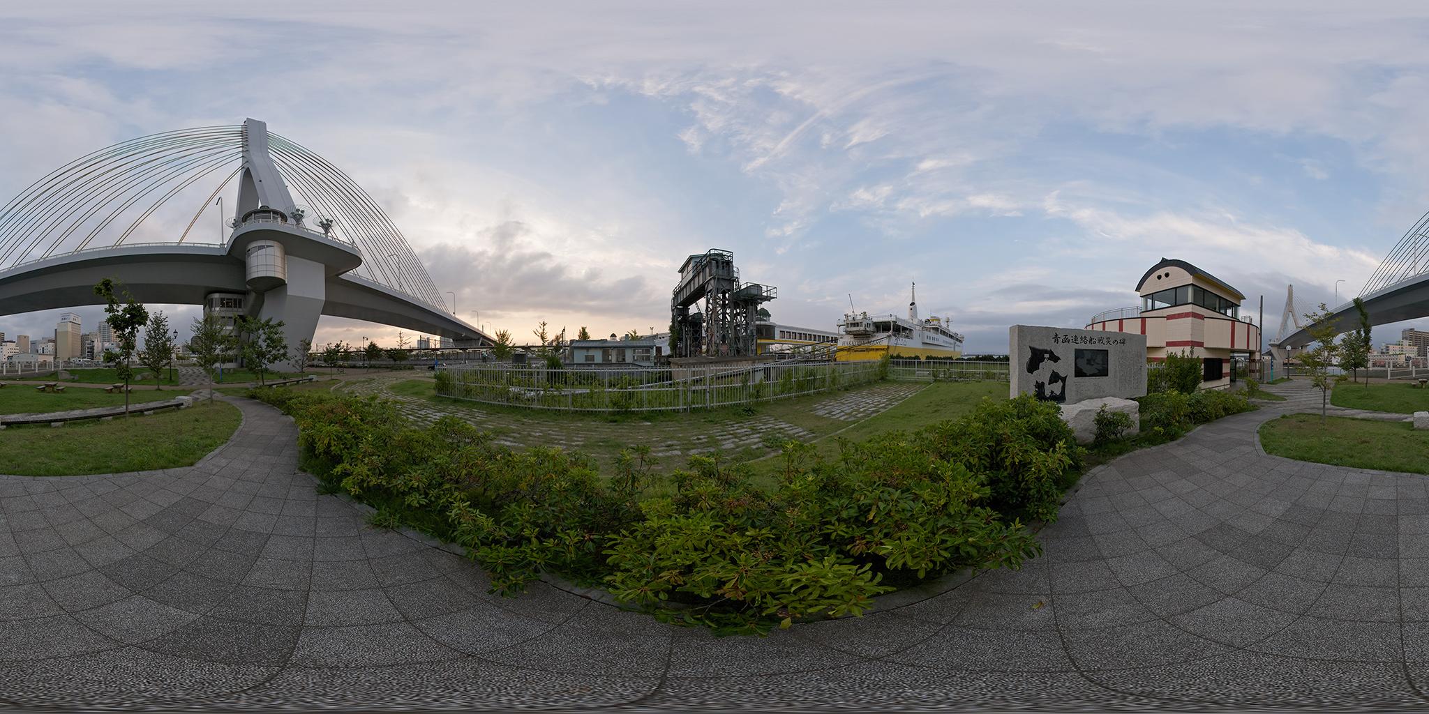 八甲田丸と青函連絡船戦災の碑