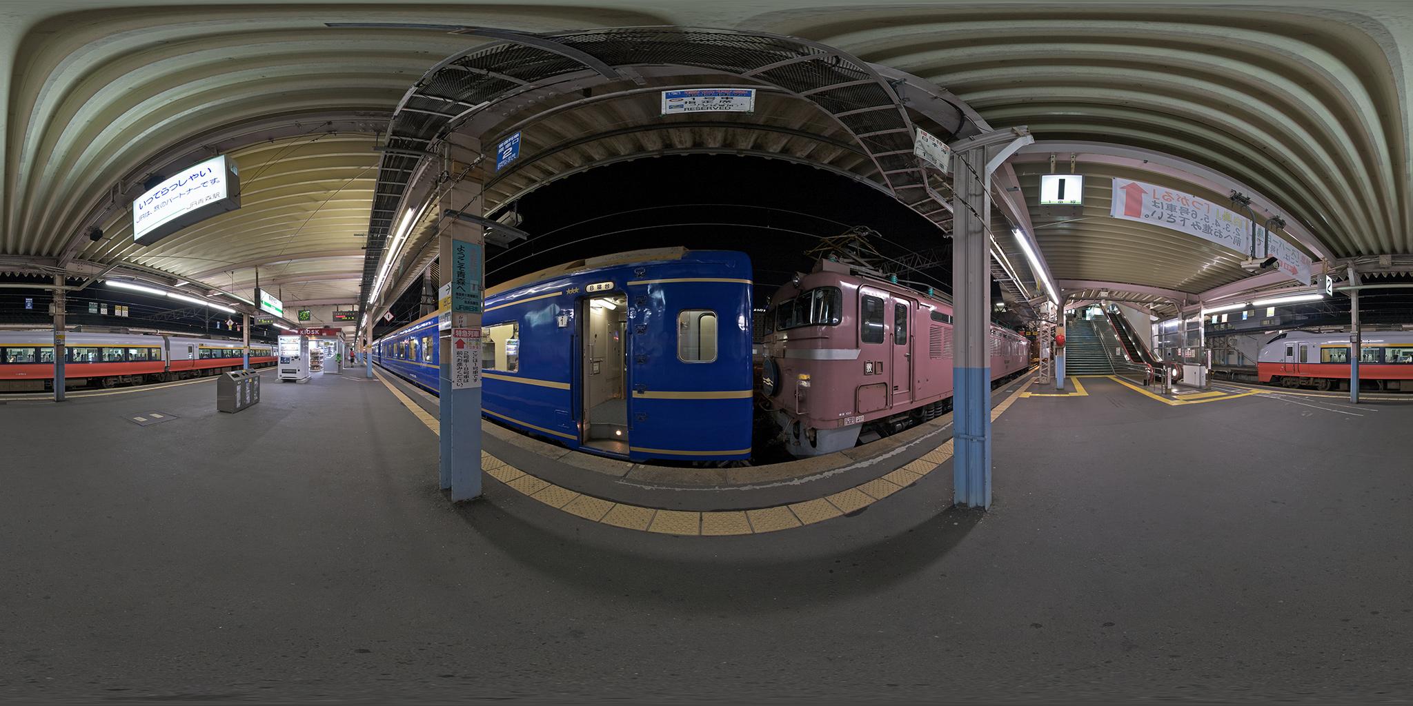 青森駅を出発する寝台特急日本海