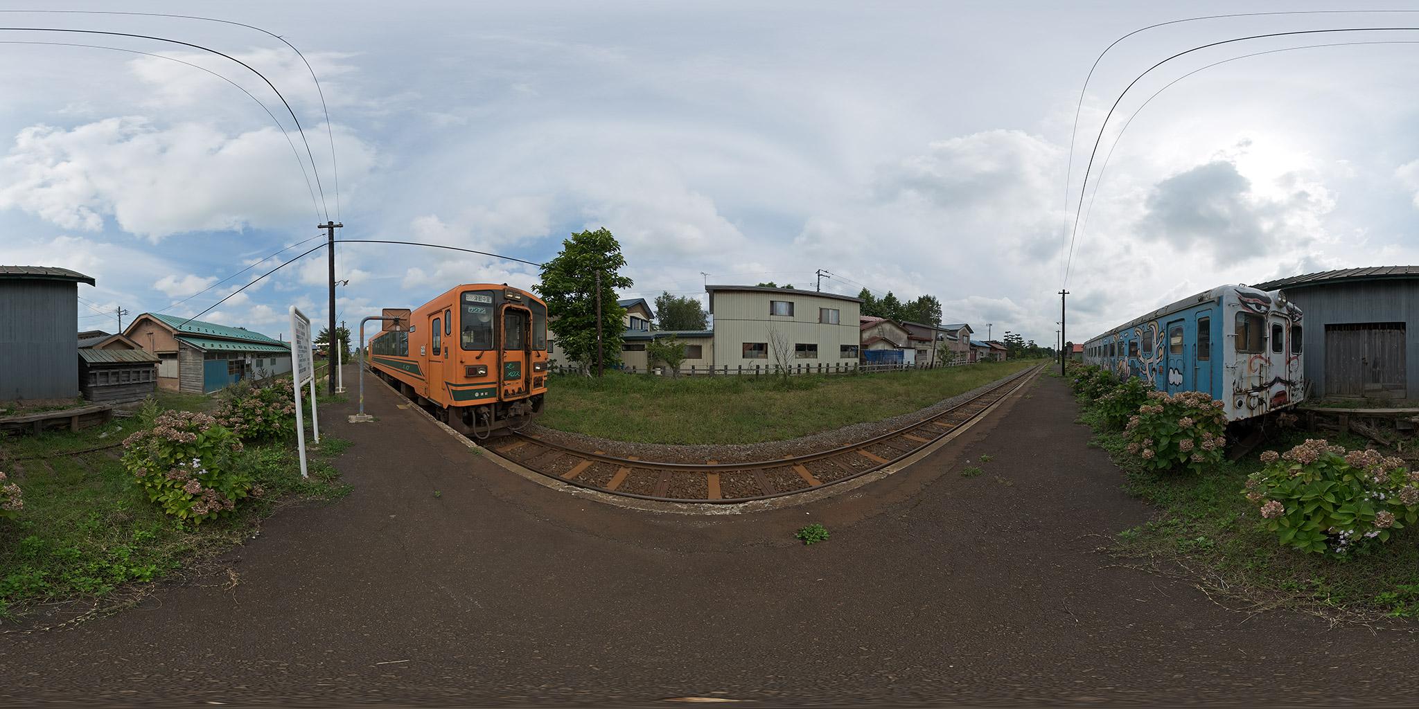 嘉瀬駅に留置されているキハ22028