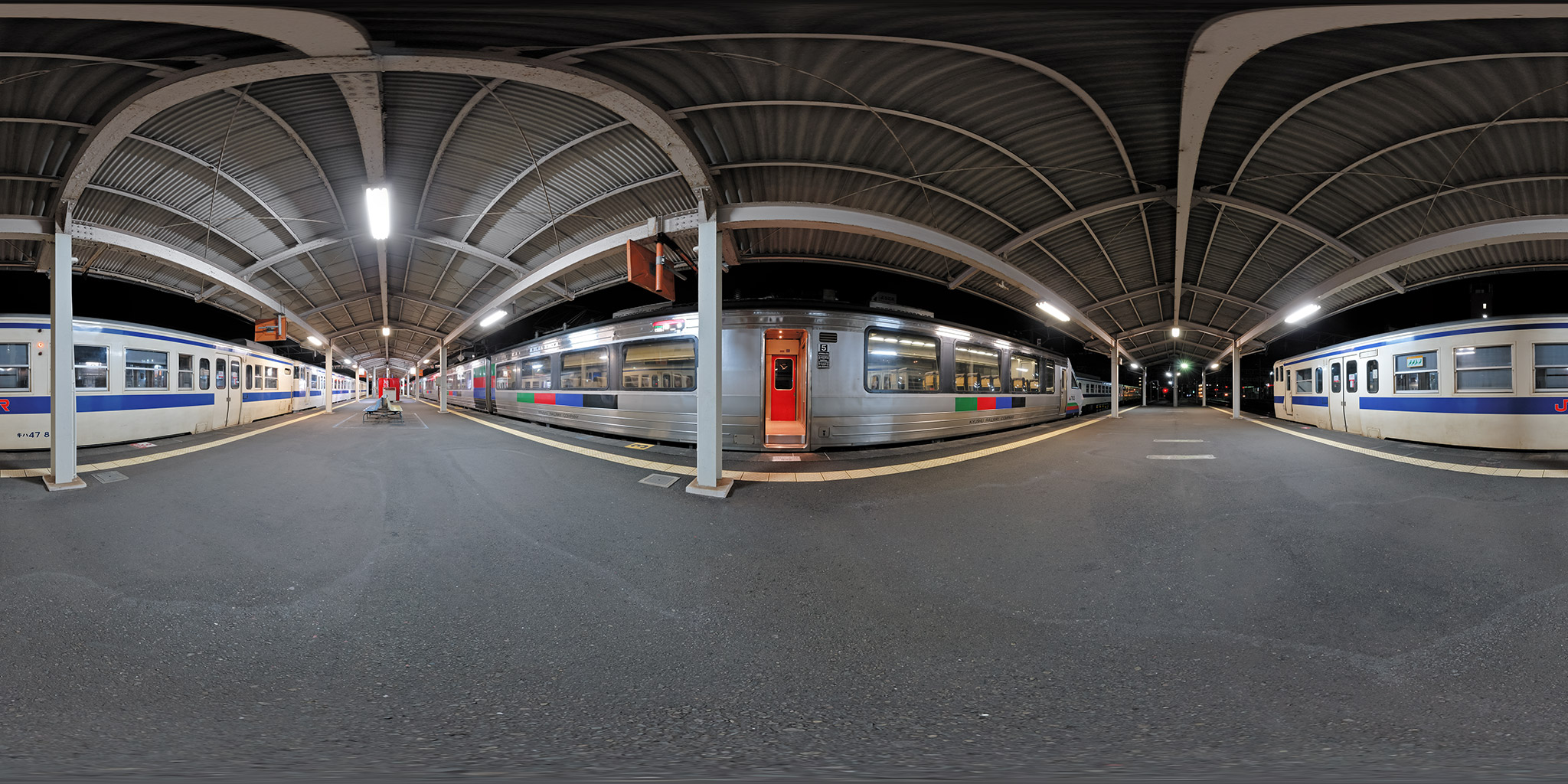南宮崎駅に入線したドリームにちりん