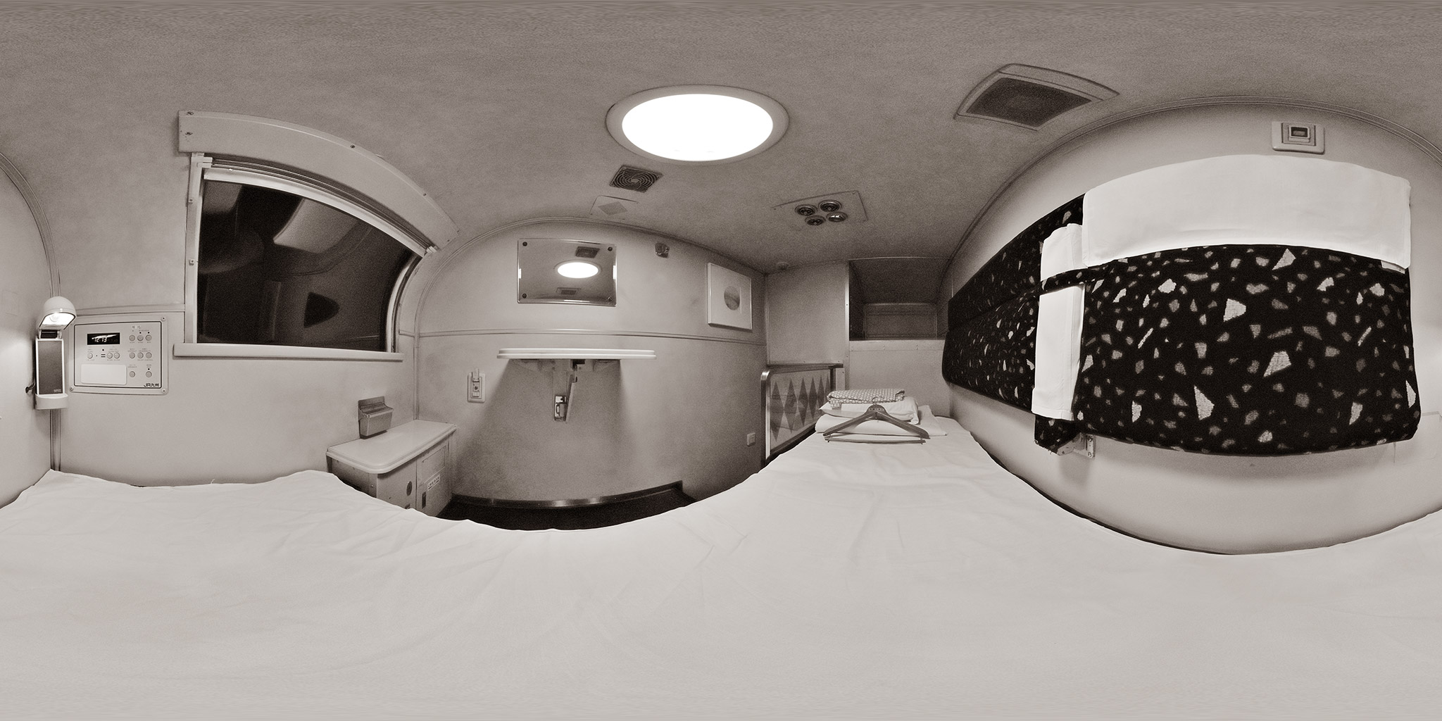 寝台特急「富士・はやぶさ」ソロ(オハネ15-2005)車内のパノラマ
