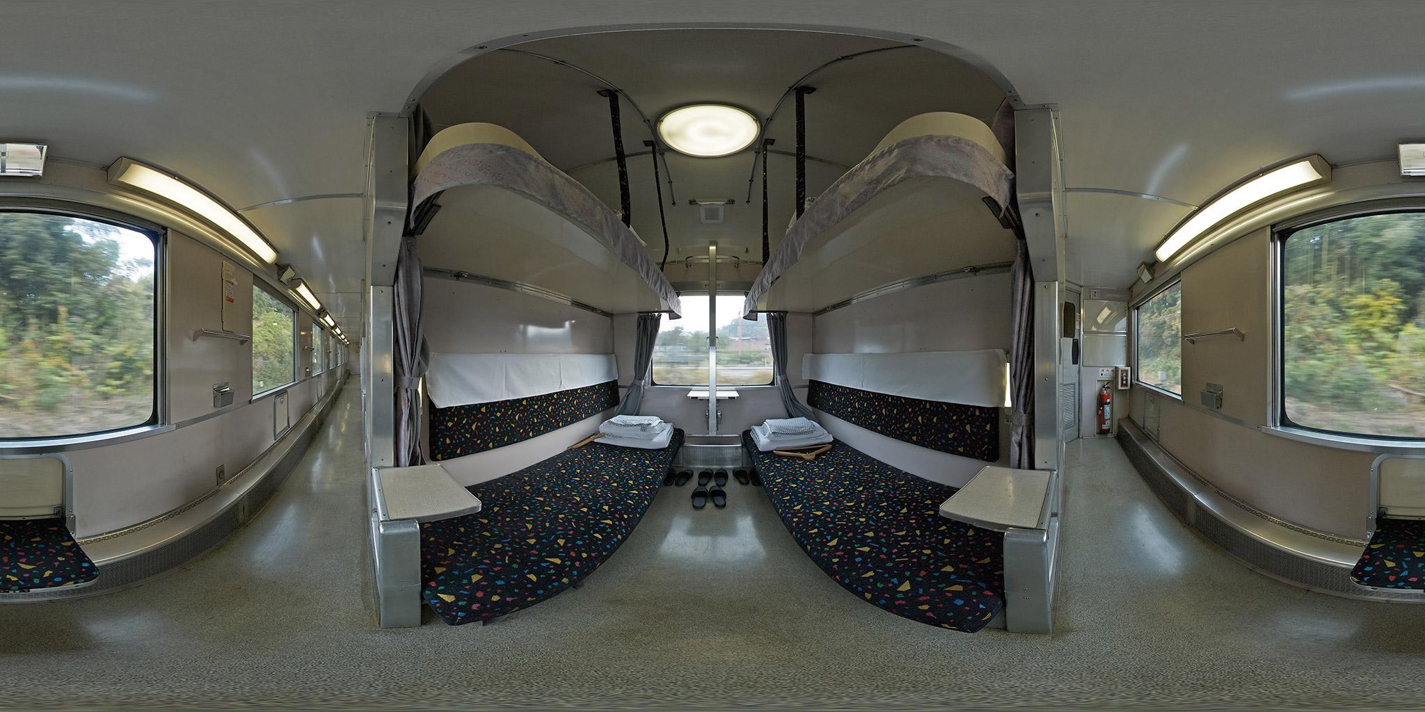 B寝台(スハネフ14-12)車内のパノラマ