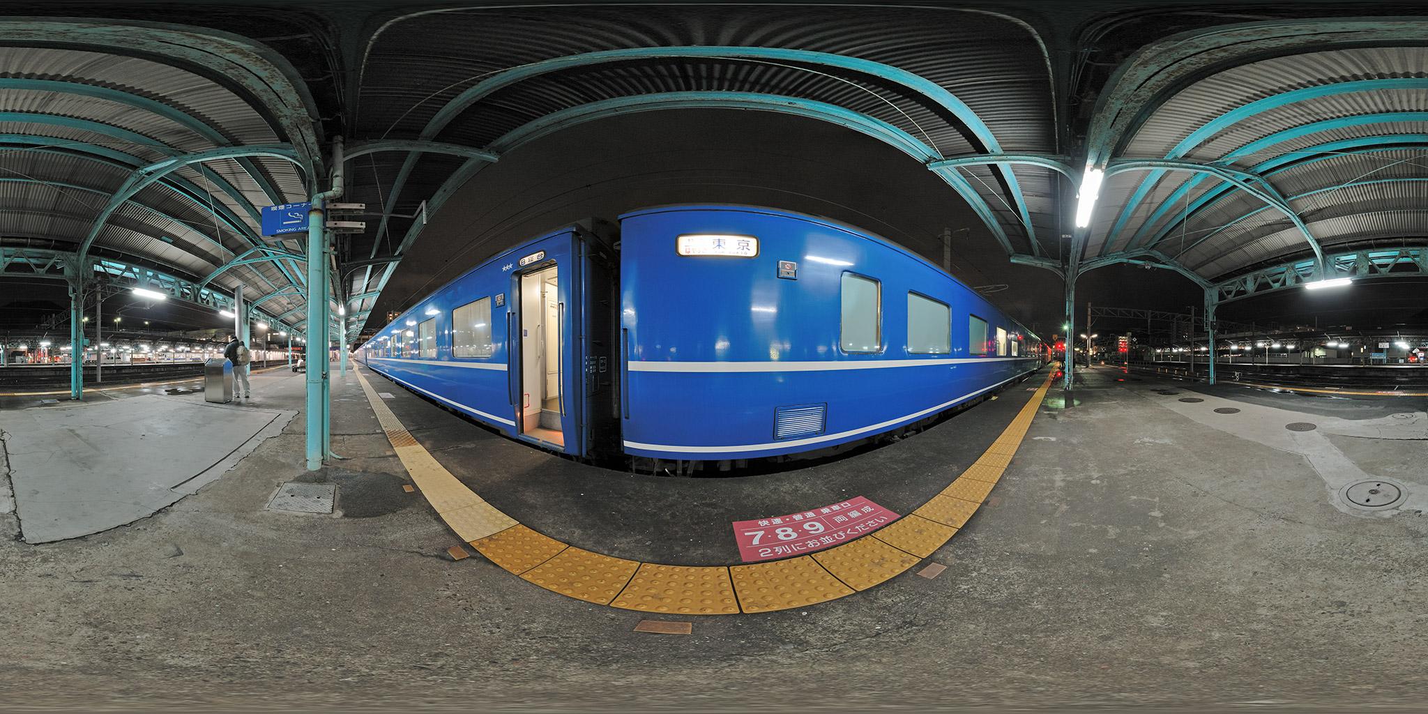 門司駅に到着した東京行き「はやぶさ」