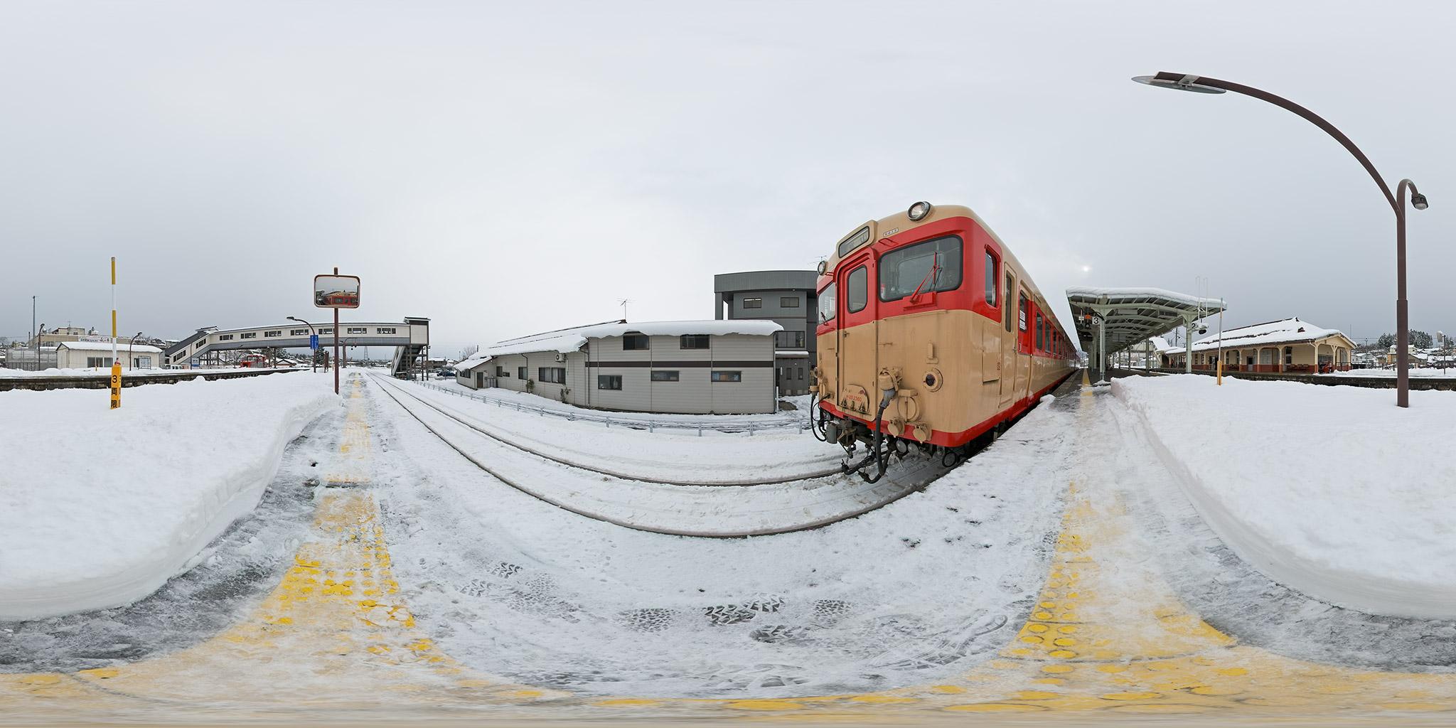 越中八尾駅に停車中のキハ28-2360+キハ58-477