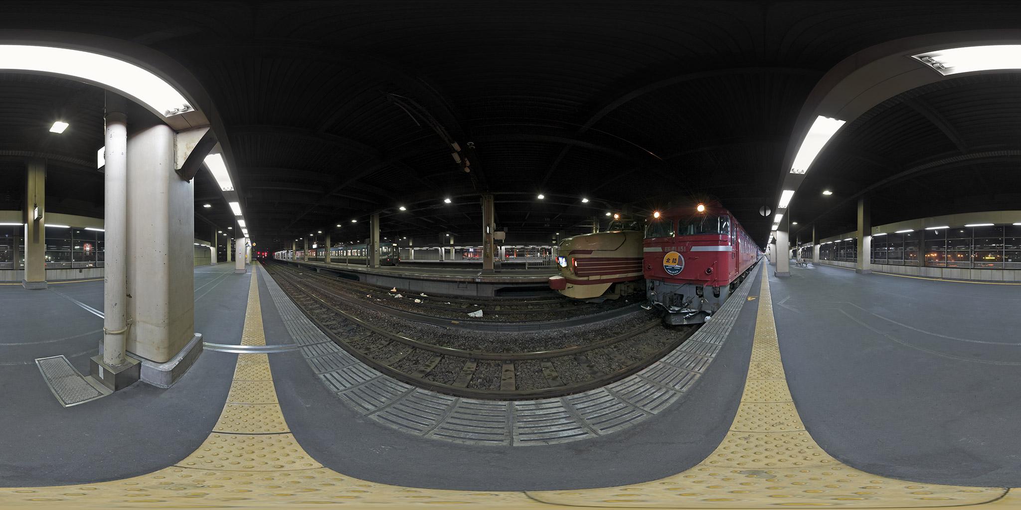 金沢駅に並ぶ「北陸」と「能登」