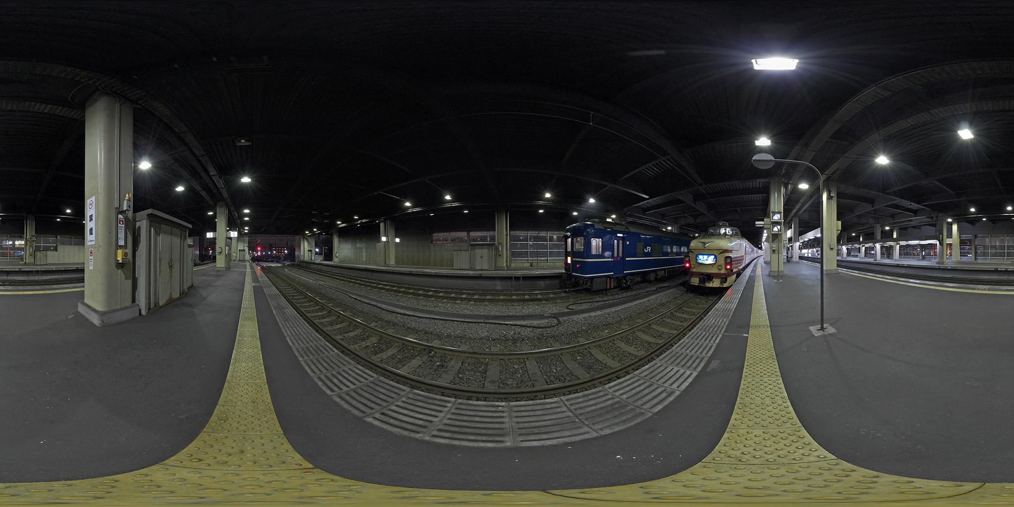 金沢駅に並ぶ「能登」と「北陸」