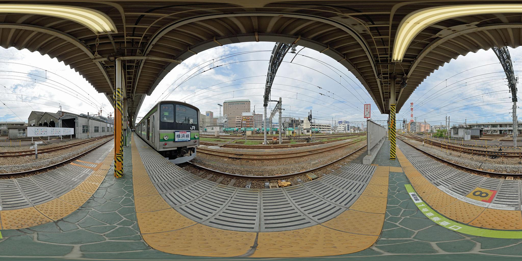 横浜線100周年ヘッドマークを付けた205系H5編成