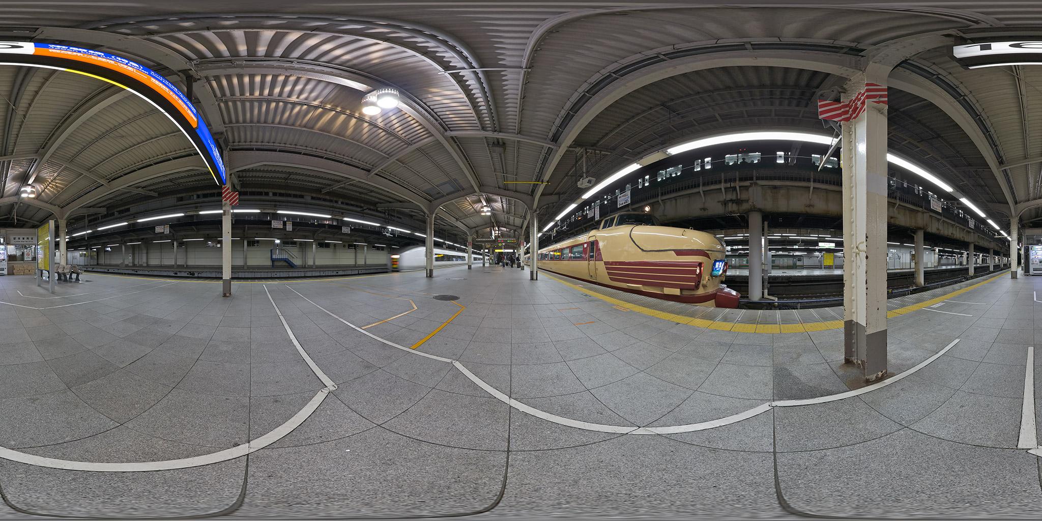 上野駅16番線。金沢行きの急行「能登」