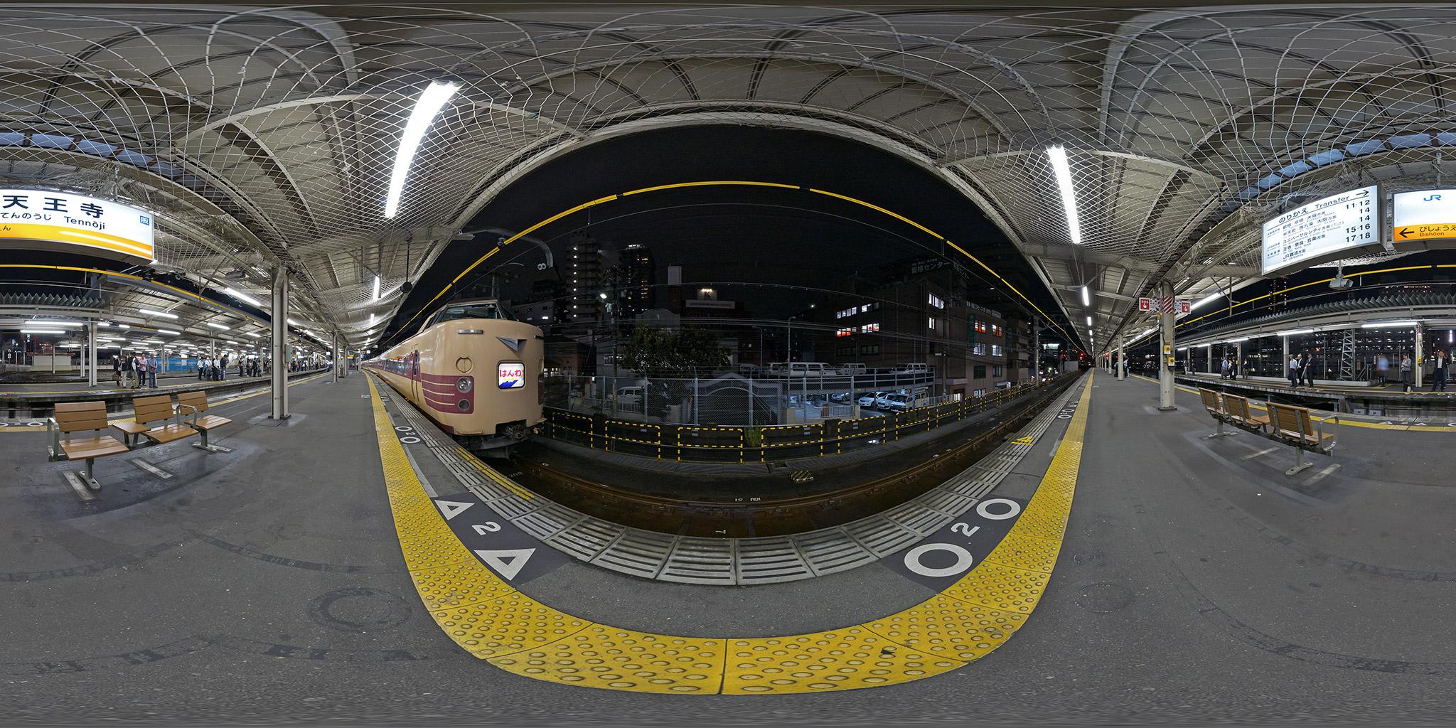 天王寺駅に停車中の381系C603編成「はんわライナー」