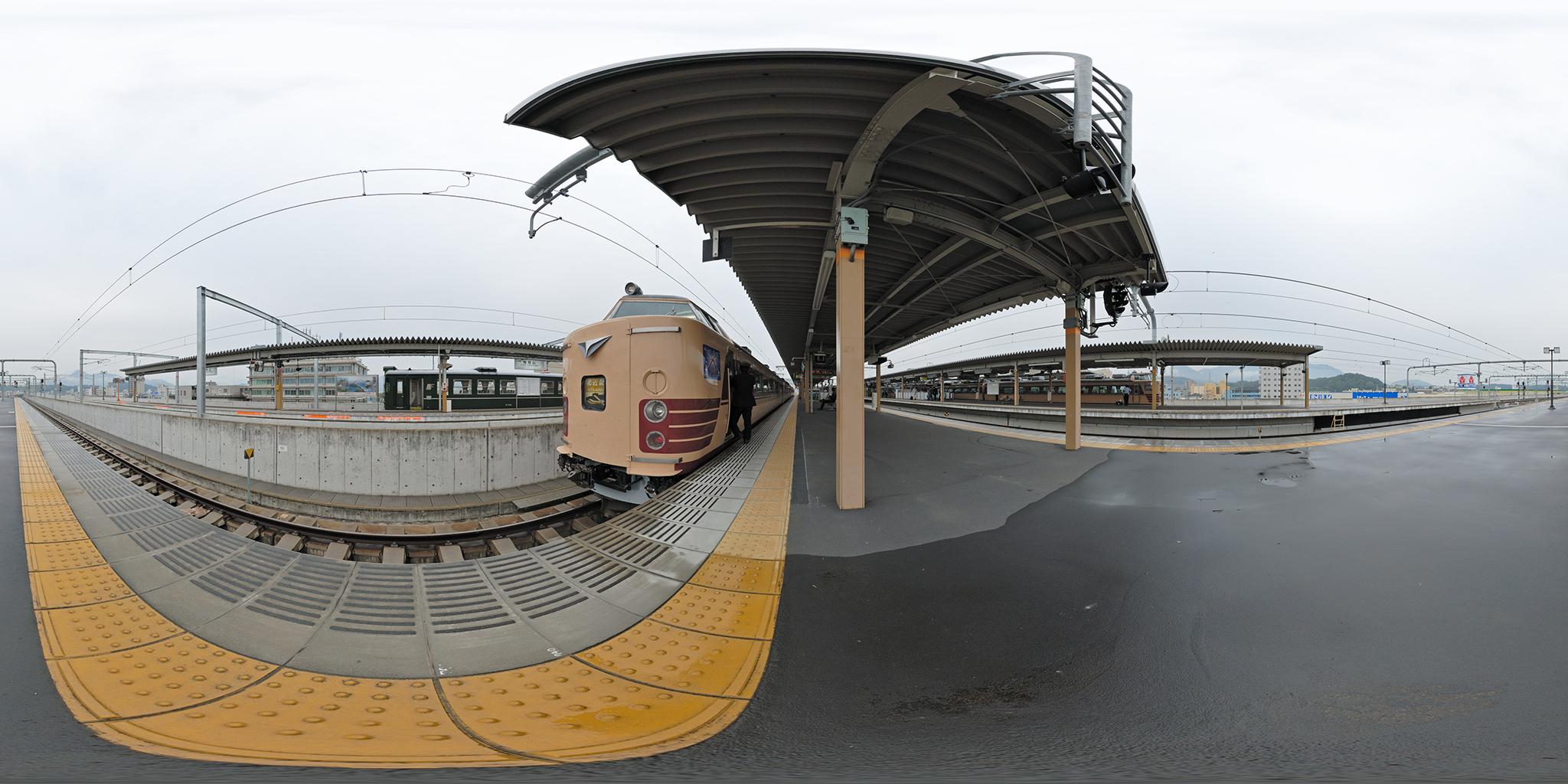 福知山駅で並ぶ183系「北近畿」