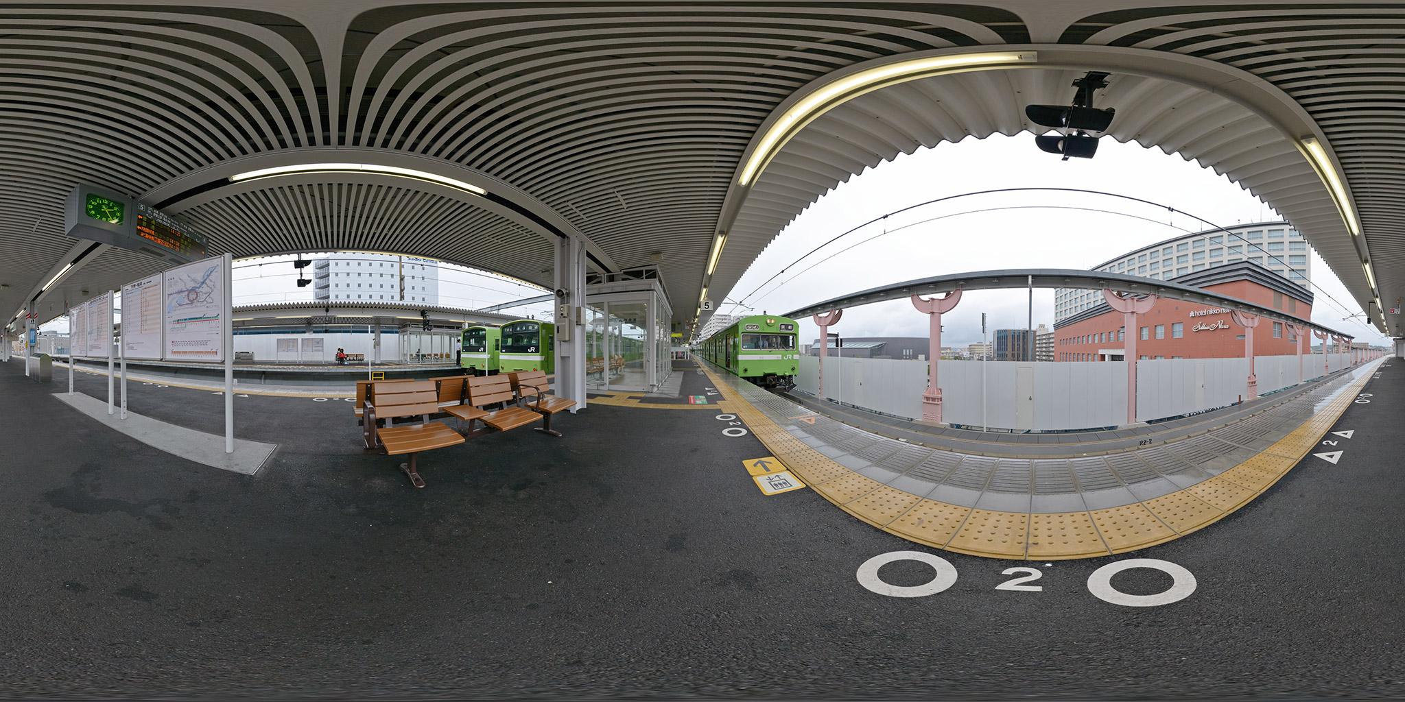奈良駅にて大和路線201系と奈良線103系