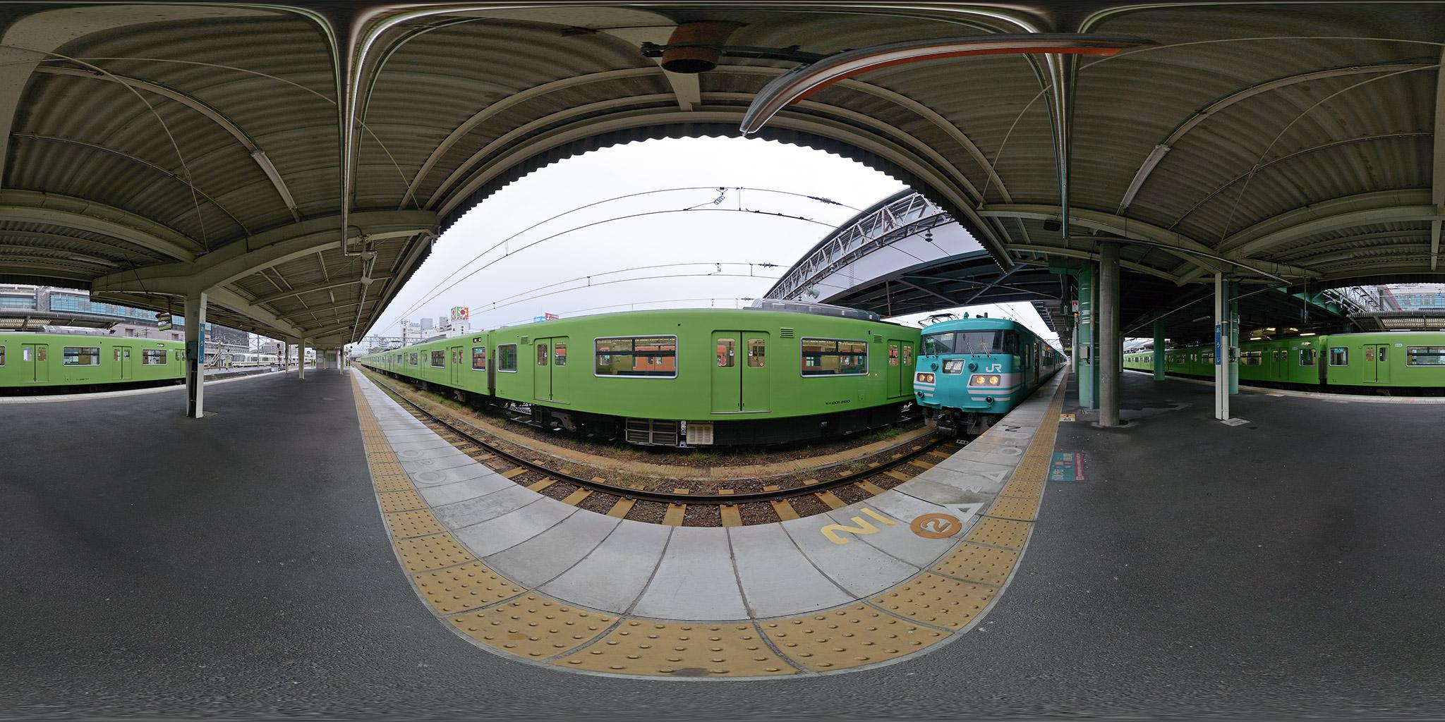 王寺駅にて和歌山線五条駅行きの117系