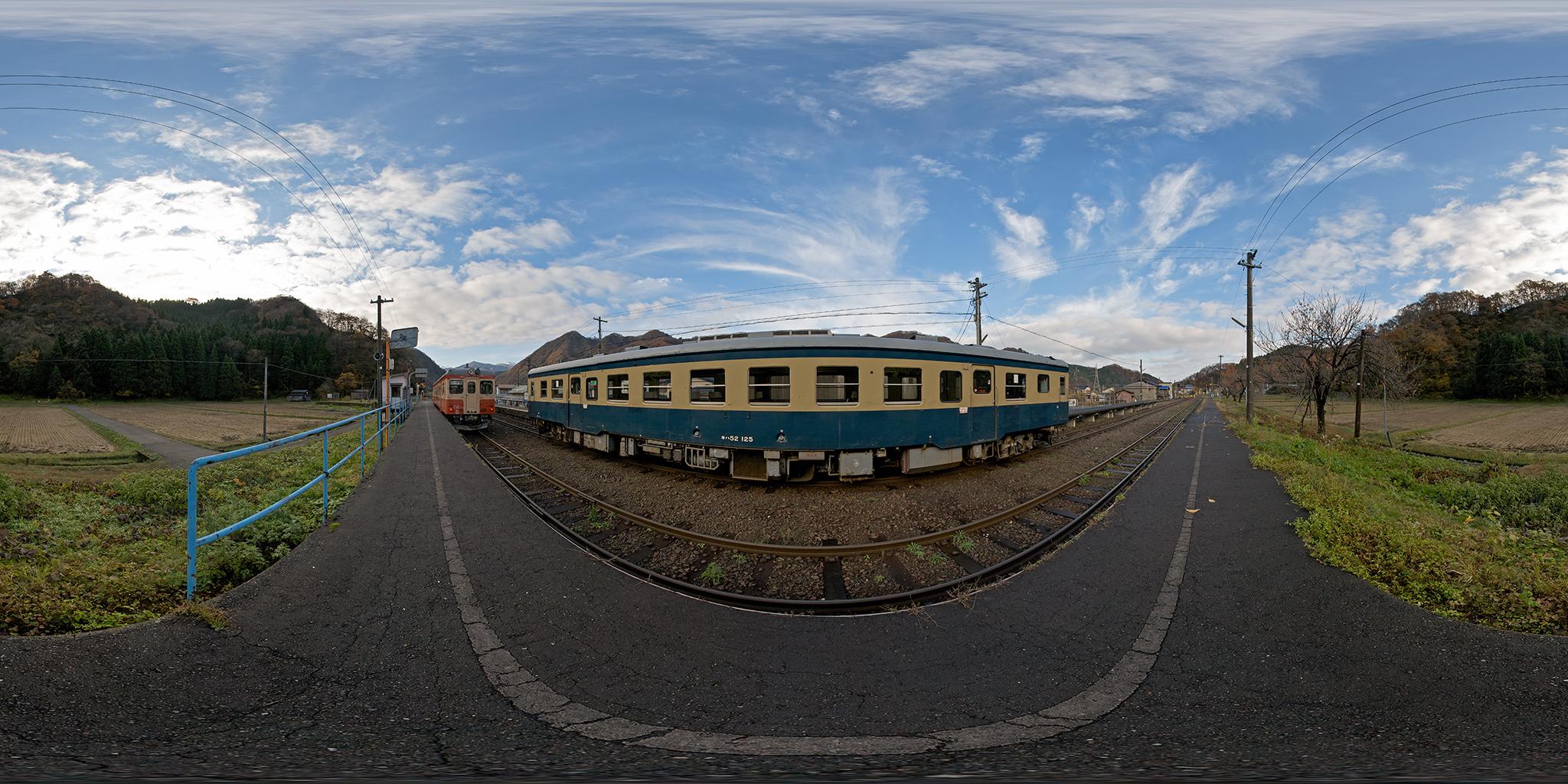 大糸線根知駅にてキハ52-115とキハ52-125の列車交換風景