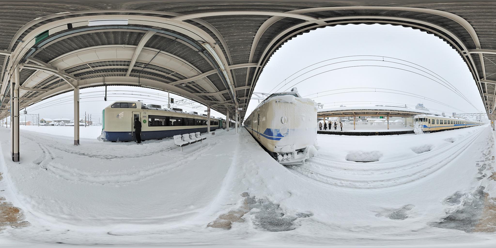魚津駅にて485系・419系・475系