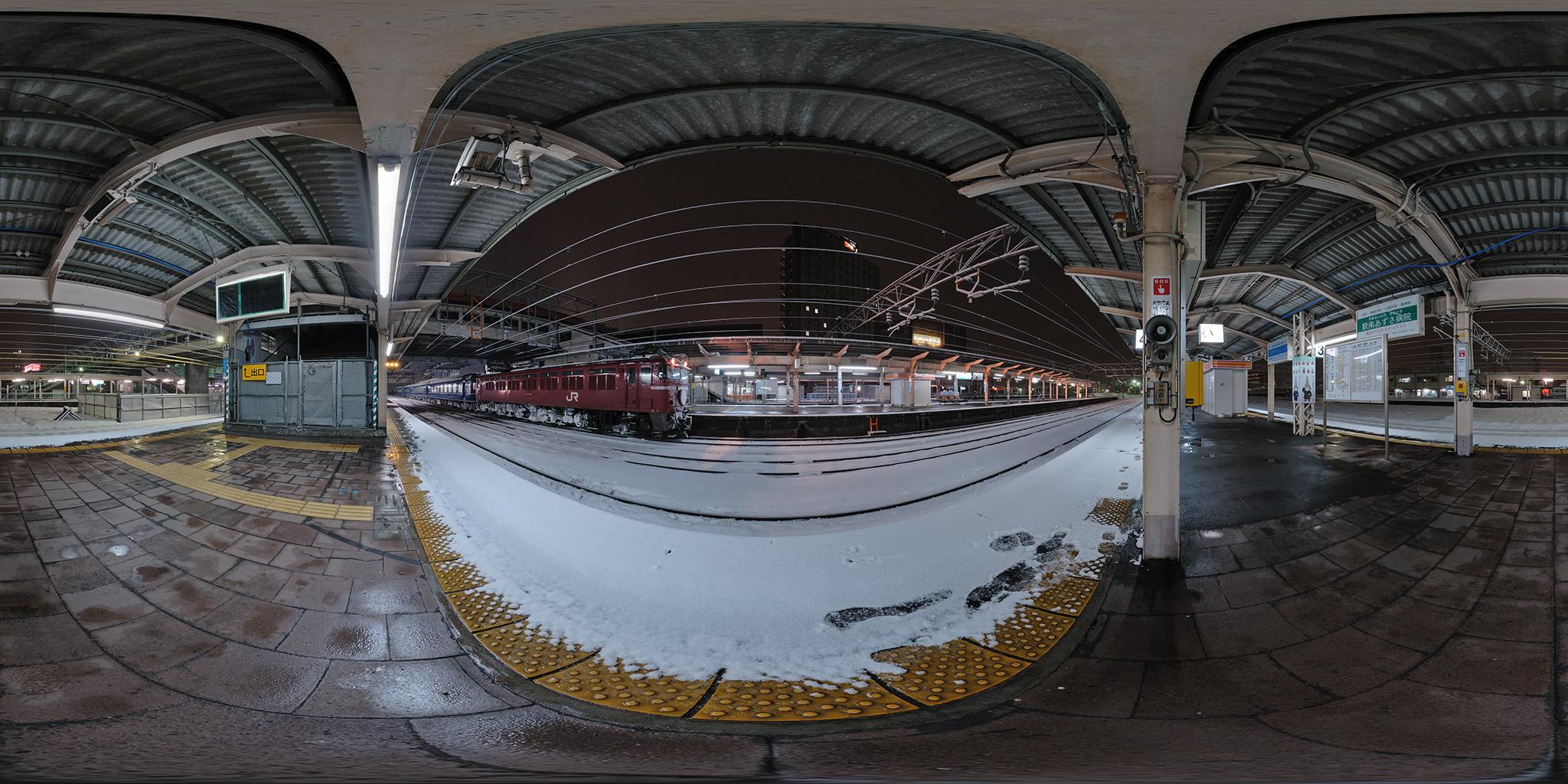 北陸本線高岡駅にて「能登」と「北陸」