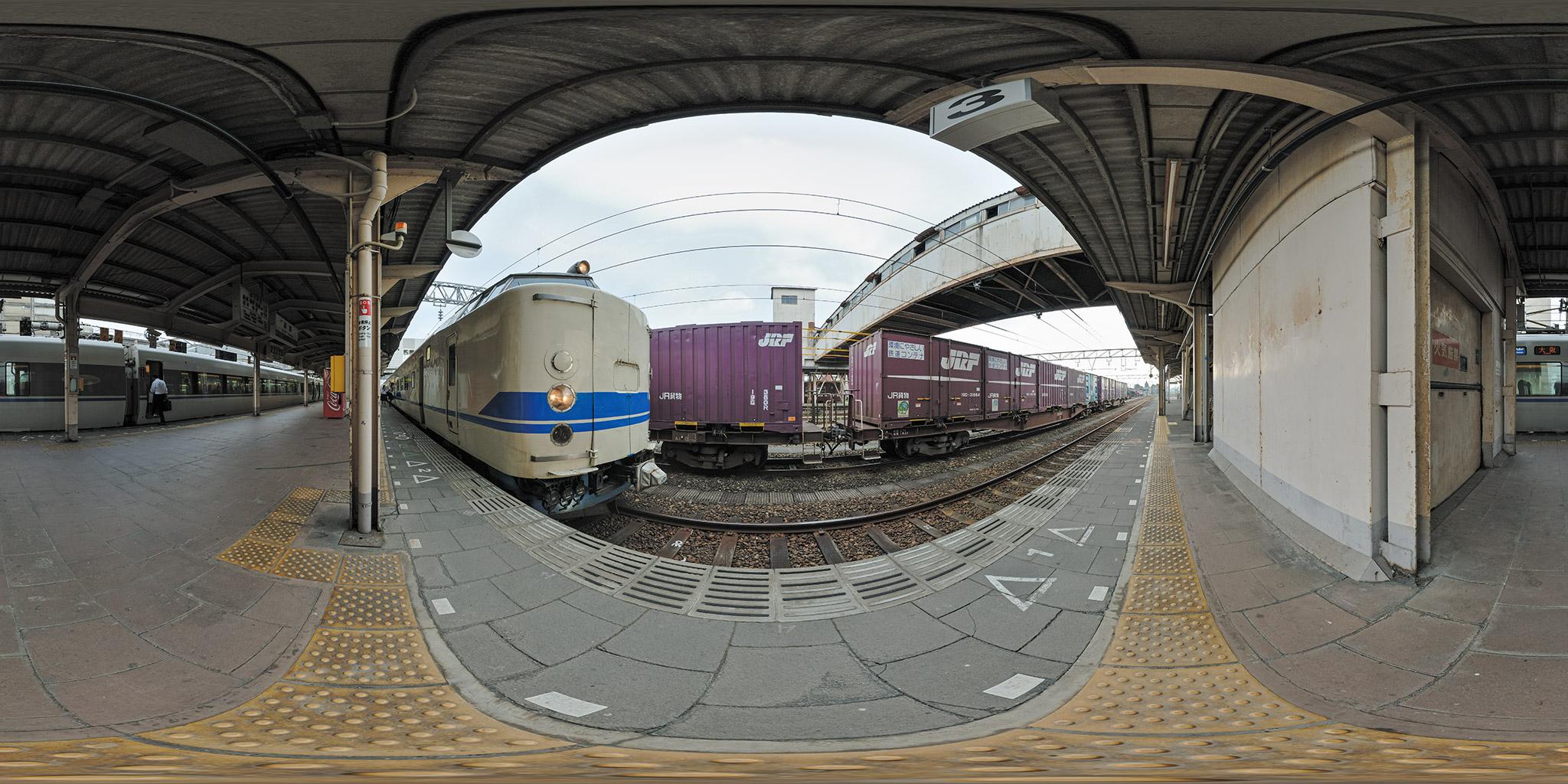 高岡駅にて419系と681系