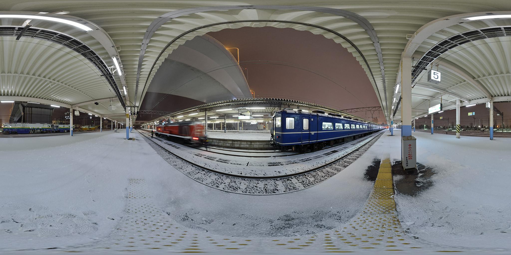 青森駅に入線した急行はまなす