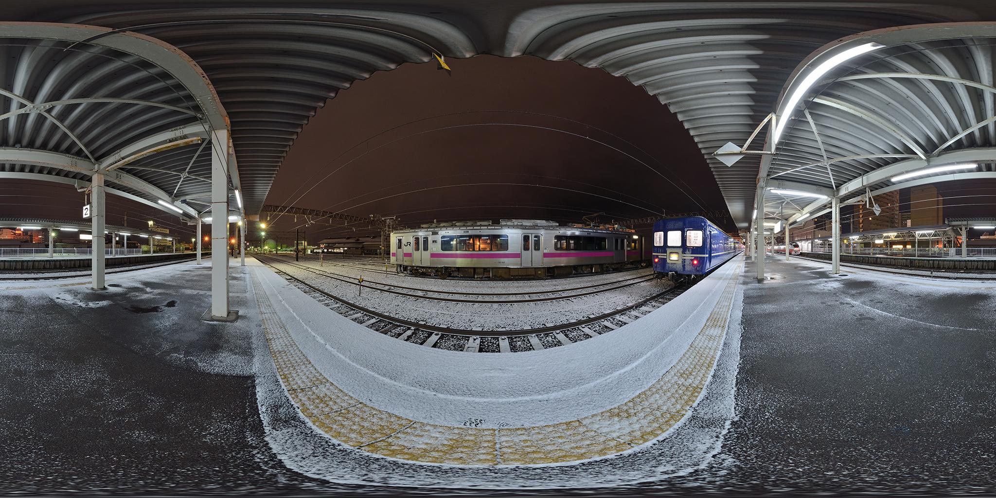 奥羽本線弘前駅にて寝台特急日本海