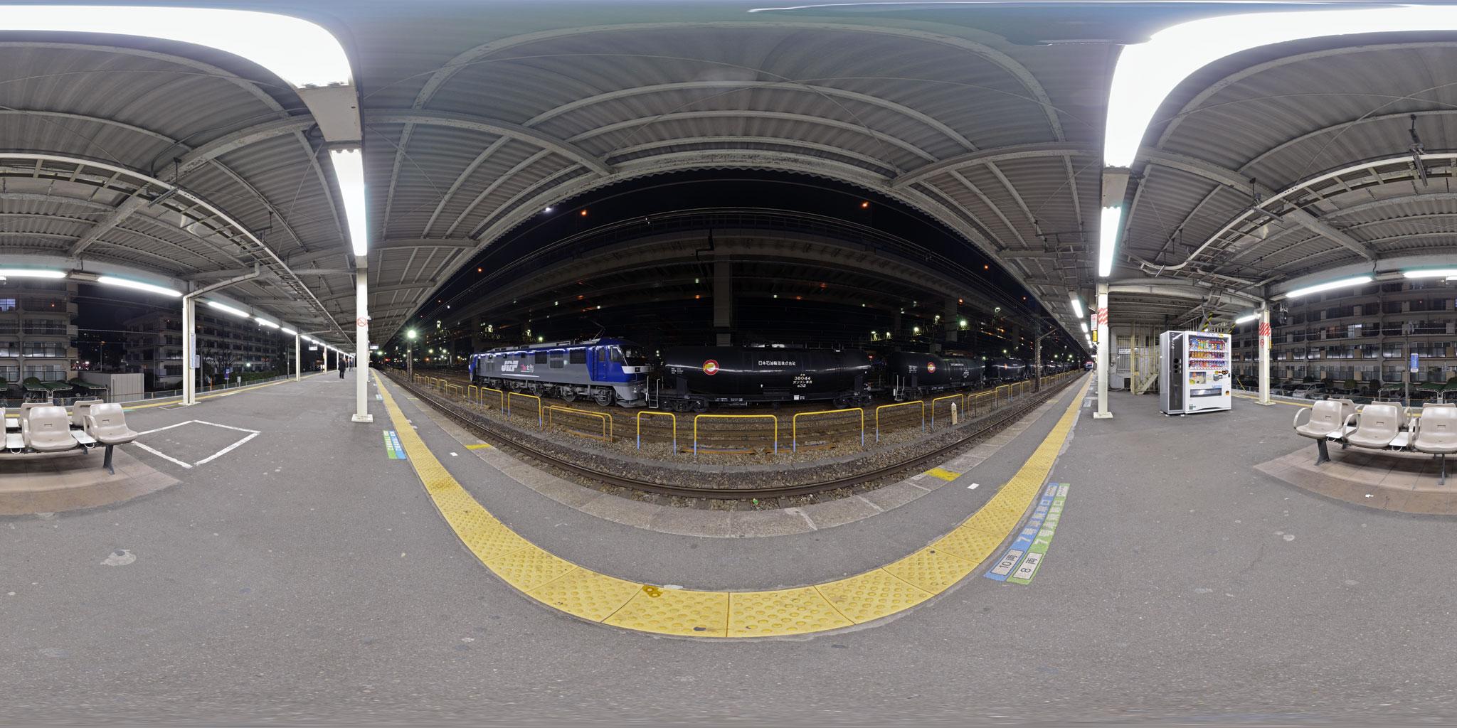 根岸駅を出発する東日本大震災の被災地に向けた石油列車第1便