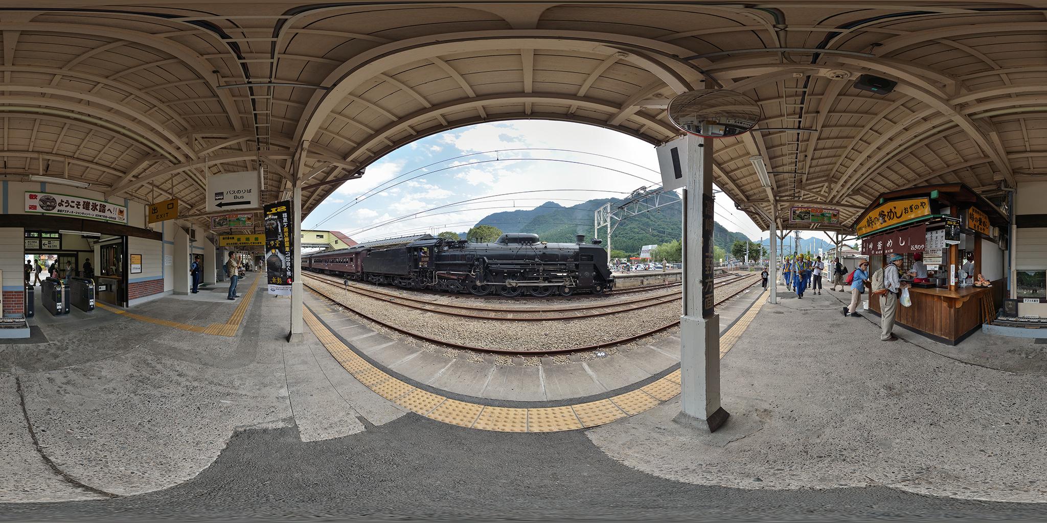 横川駅に到着したC61 20「SLレトロ碓氷」