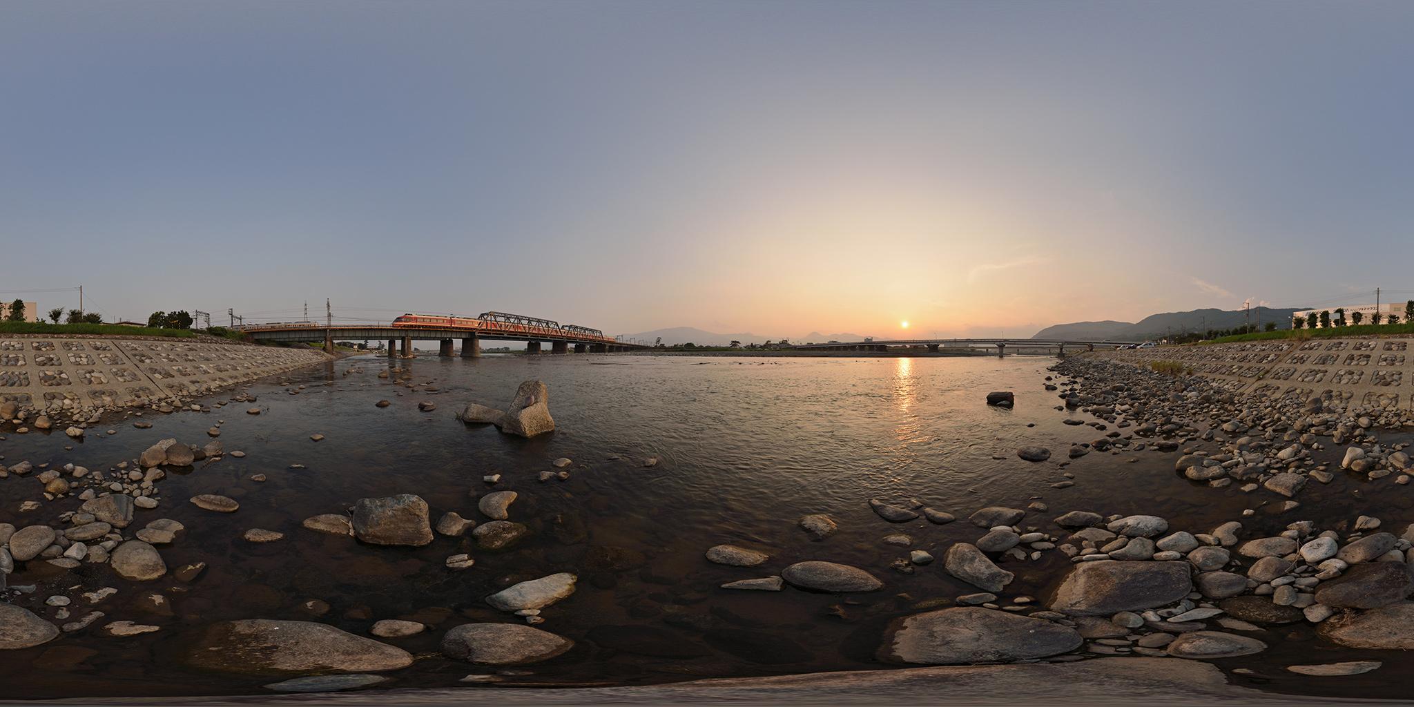 酒匂川を渡るロマンスカーLSE「はこね」