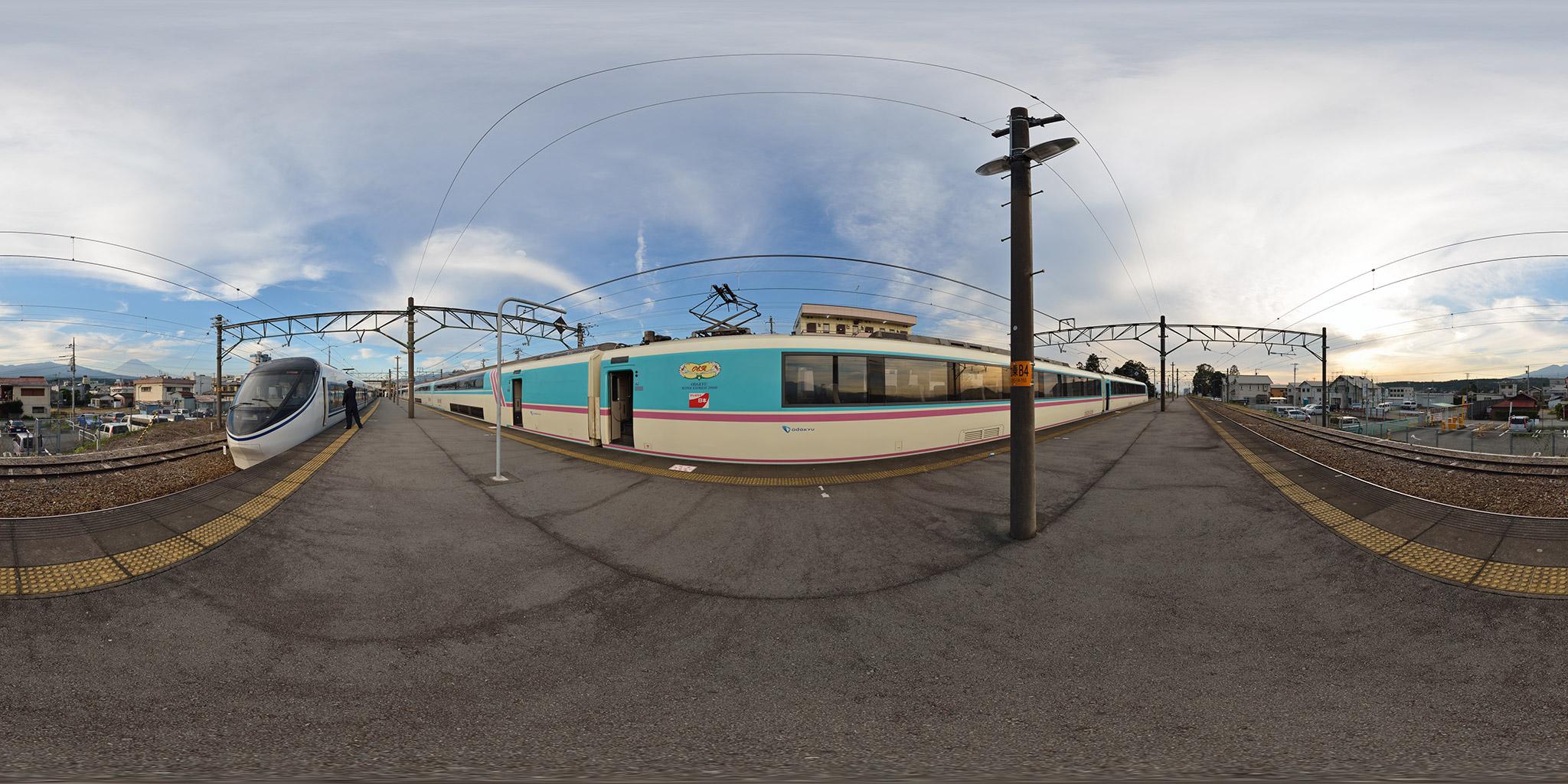 裾野駅で交換する371系とRSEあさぎり(20001F)