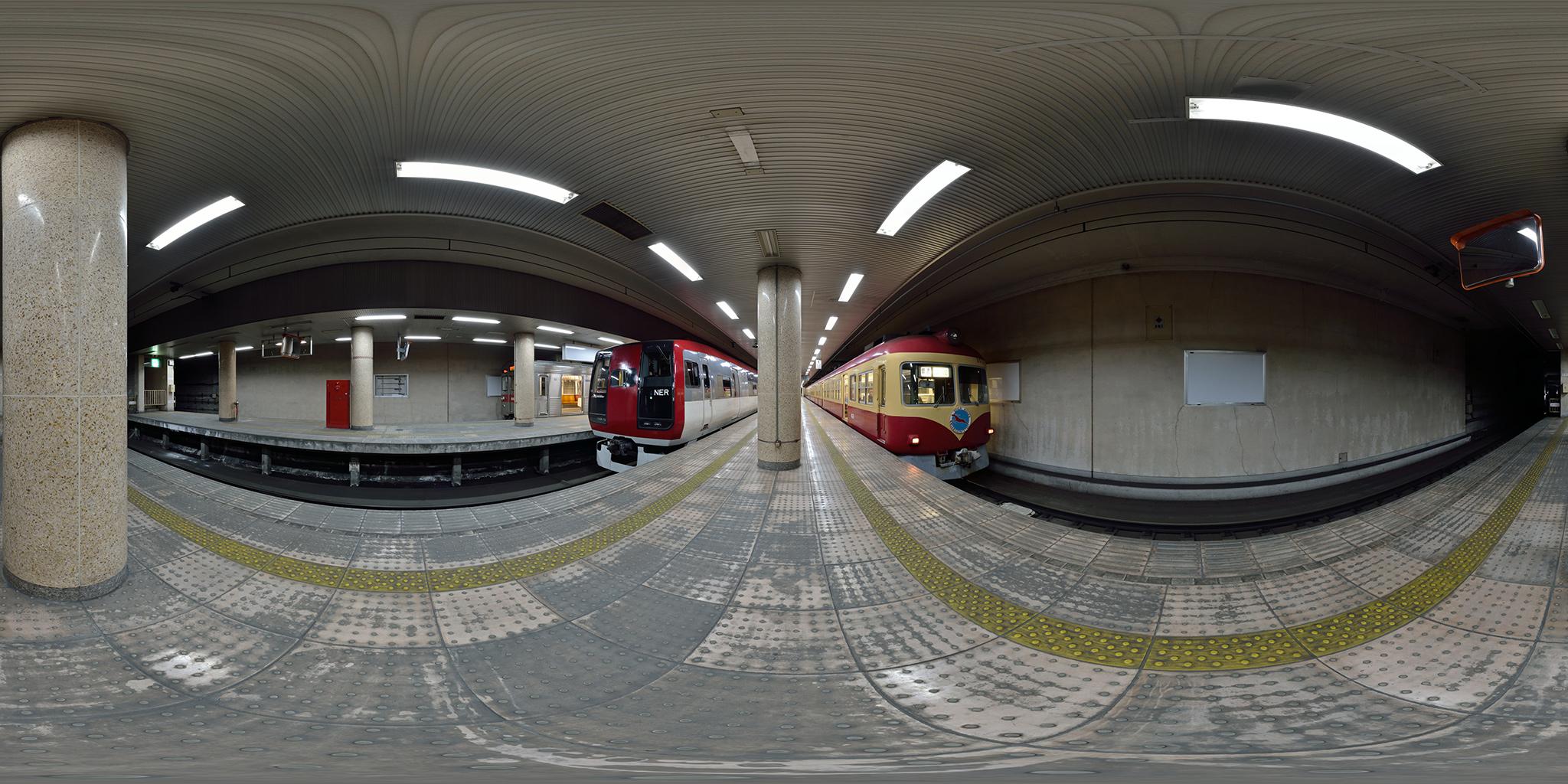 長野駅にて2000系D編成