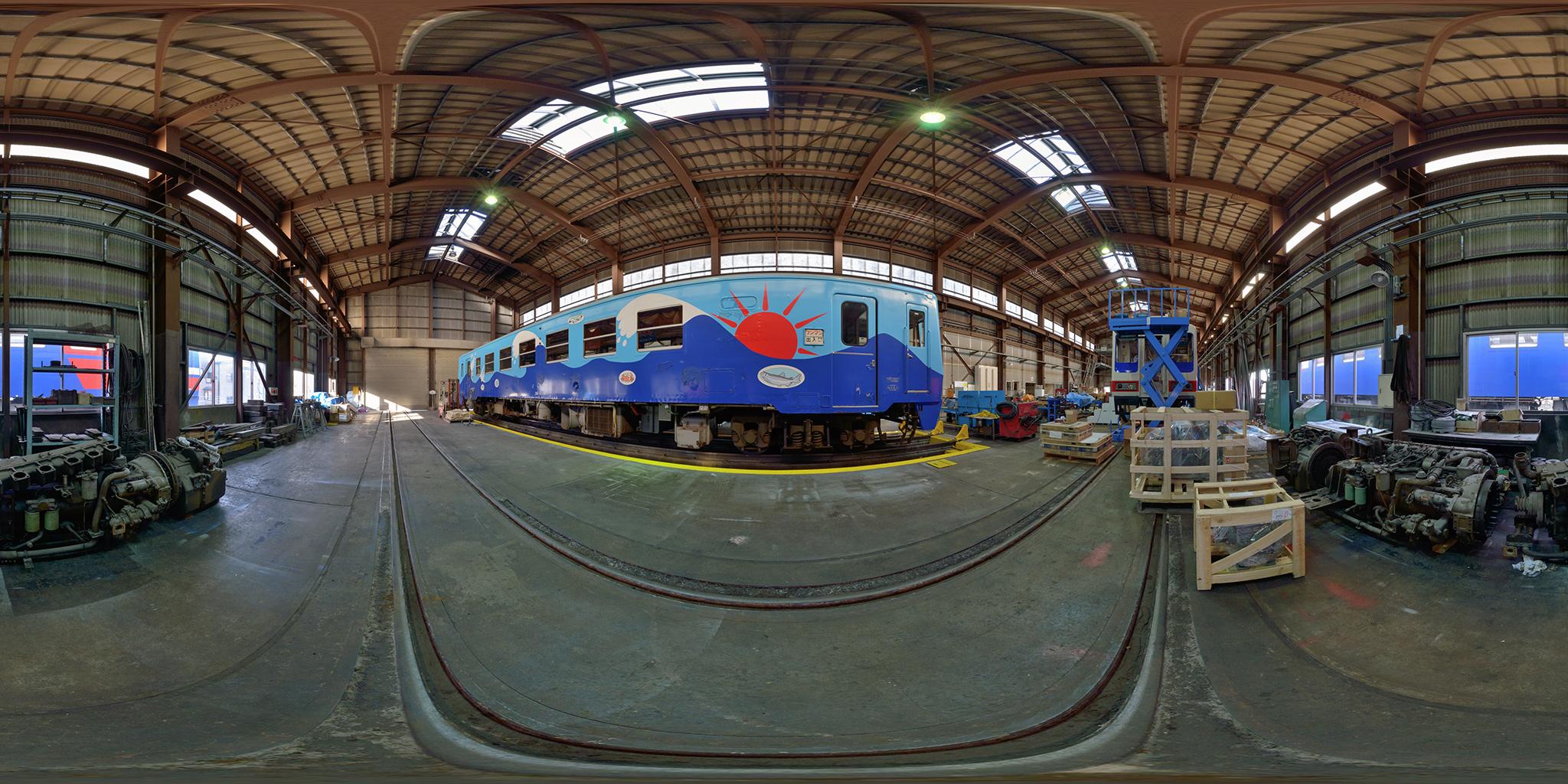 整備中の三陸鉄道36-2100形とDMF13HZエンジン