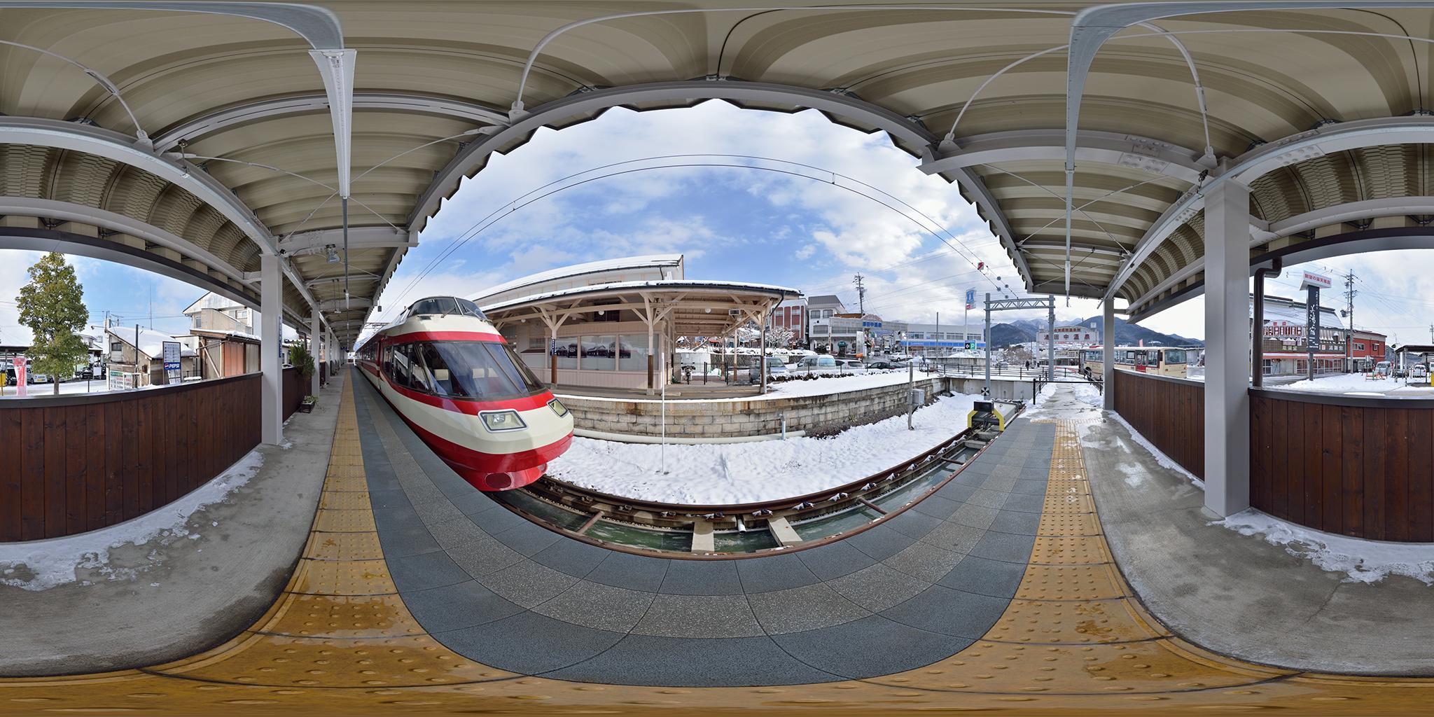 湯田中駅にて1000系ゆけむり