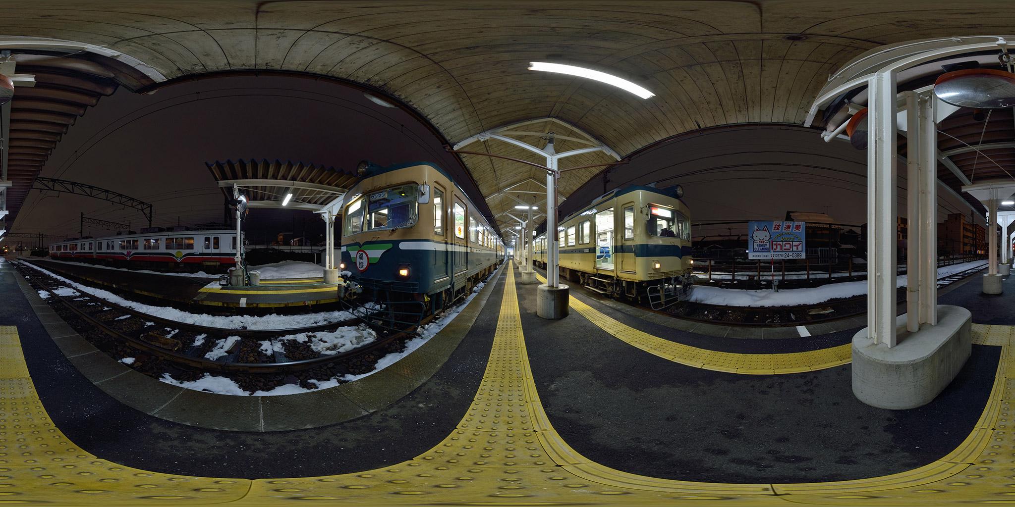 越前武生駅で並ぶ200形
