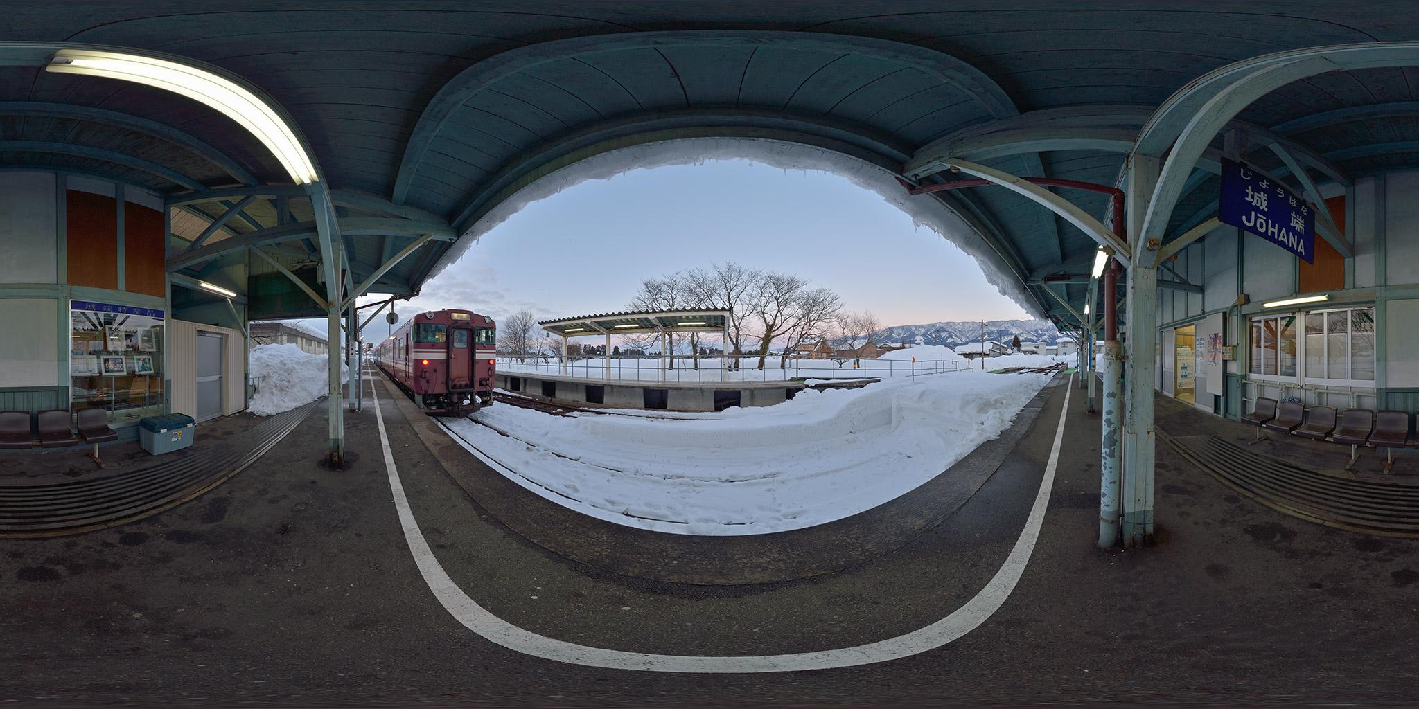 城端線の終着駅、城端駅