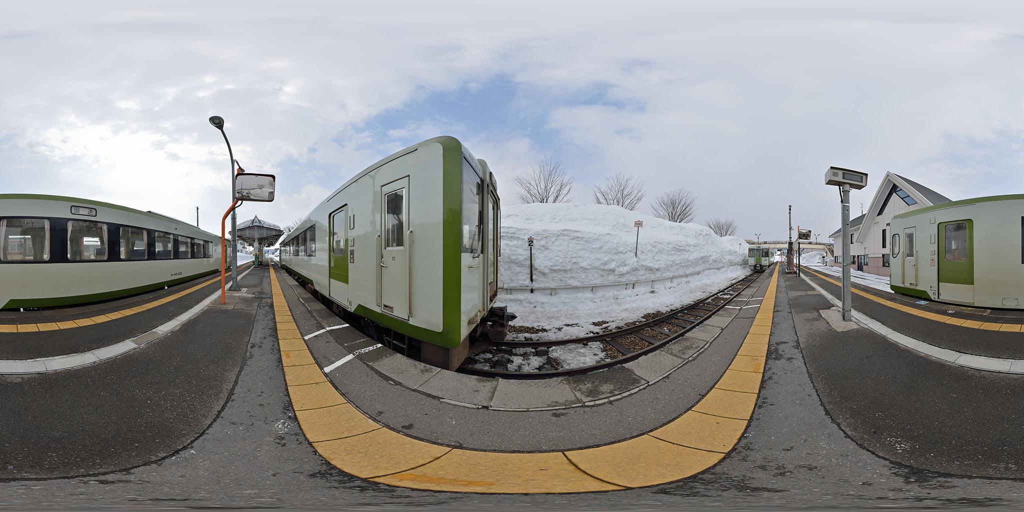 2012年豪雪の後の戸狩野沢温泉駅