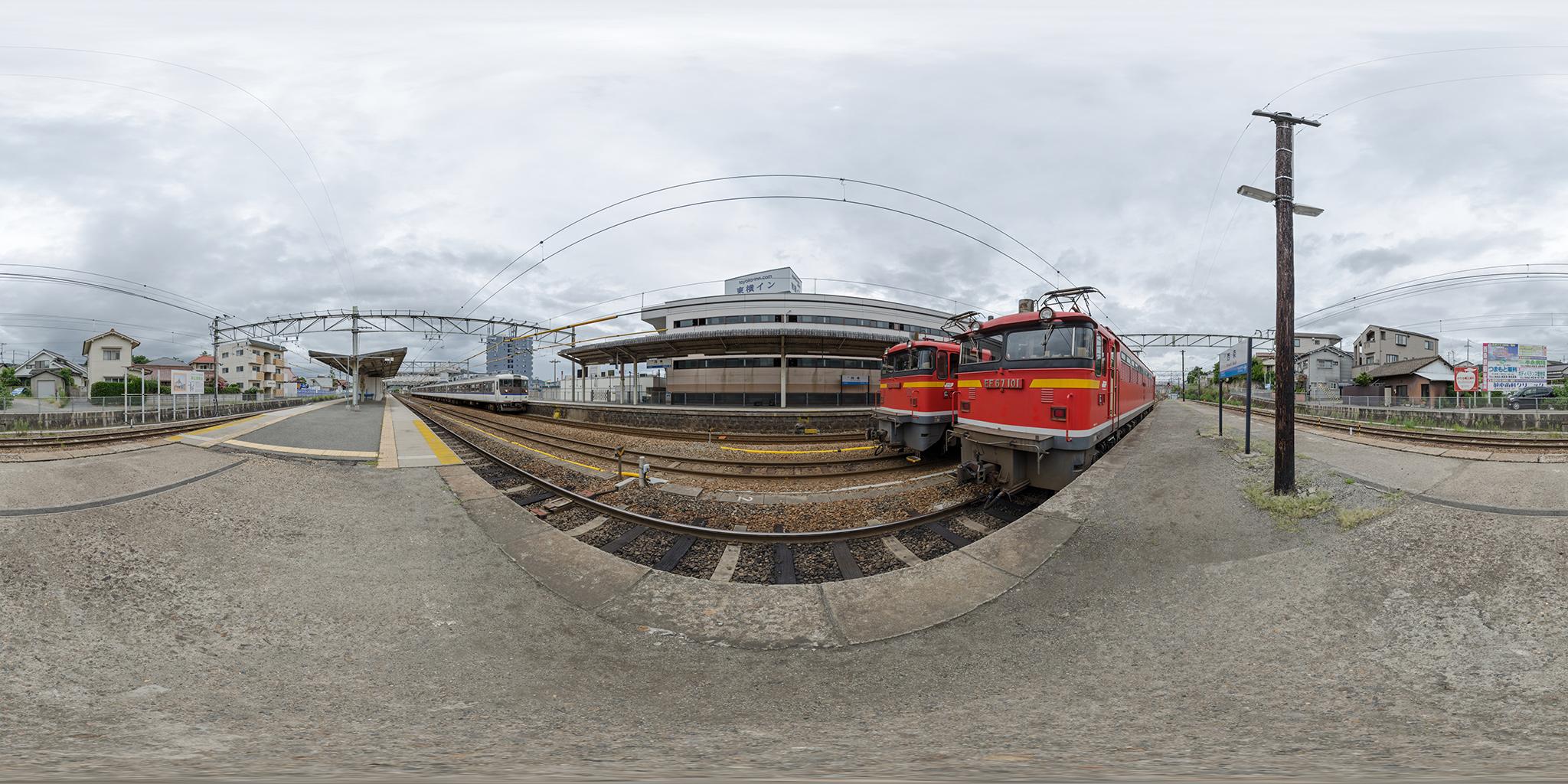 西条駅にてEF67-101/102と115系C-13編成(クハ115-608)