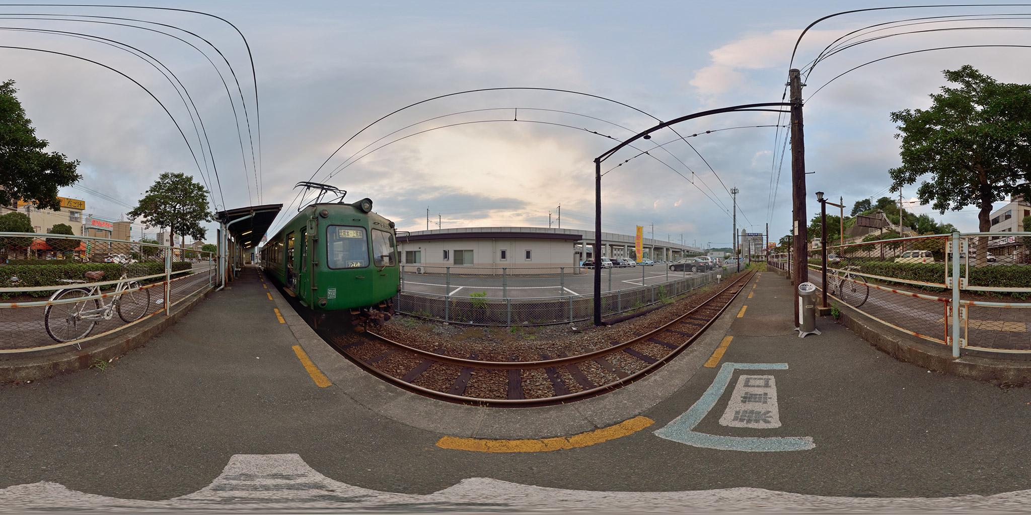 上熊本駅に停車中の5102A