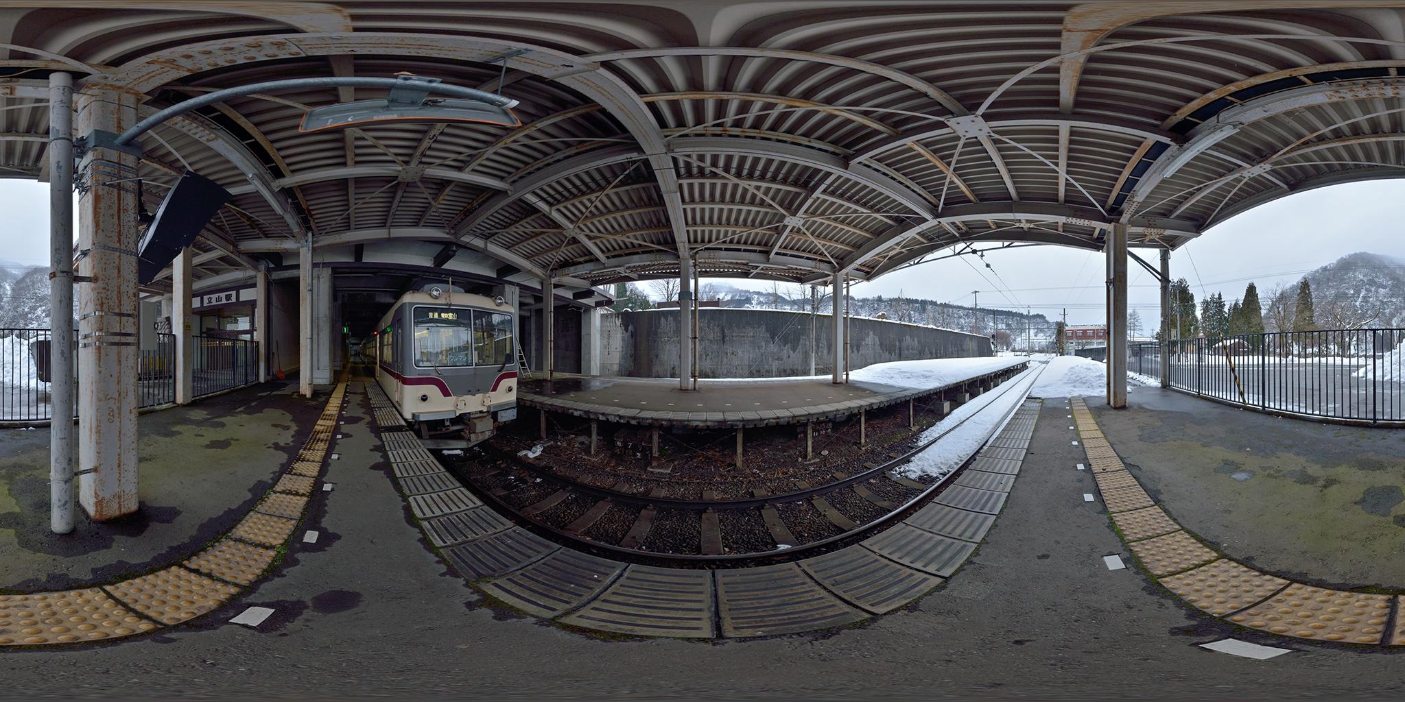 冬の立山駅