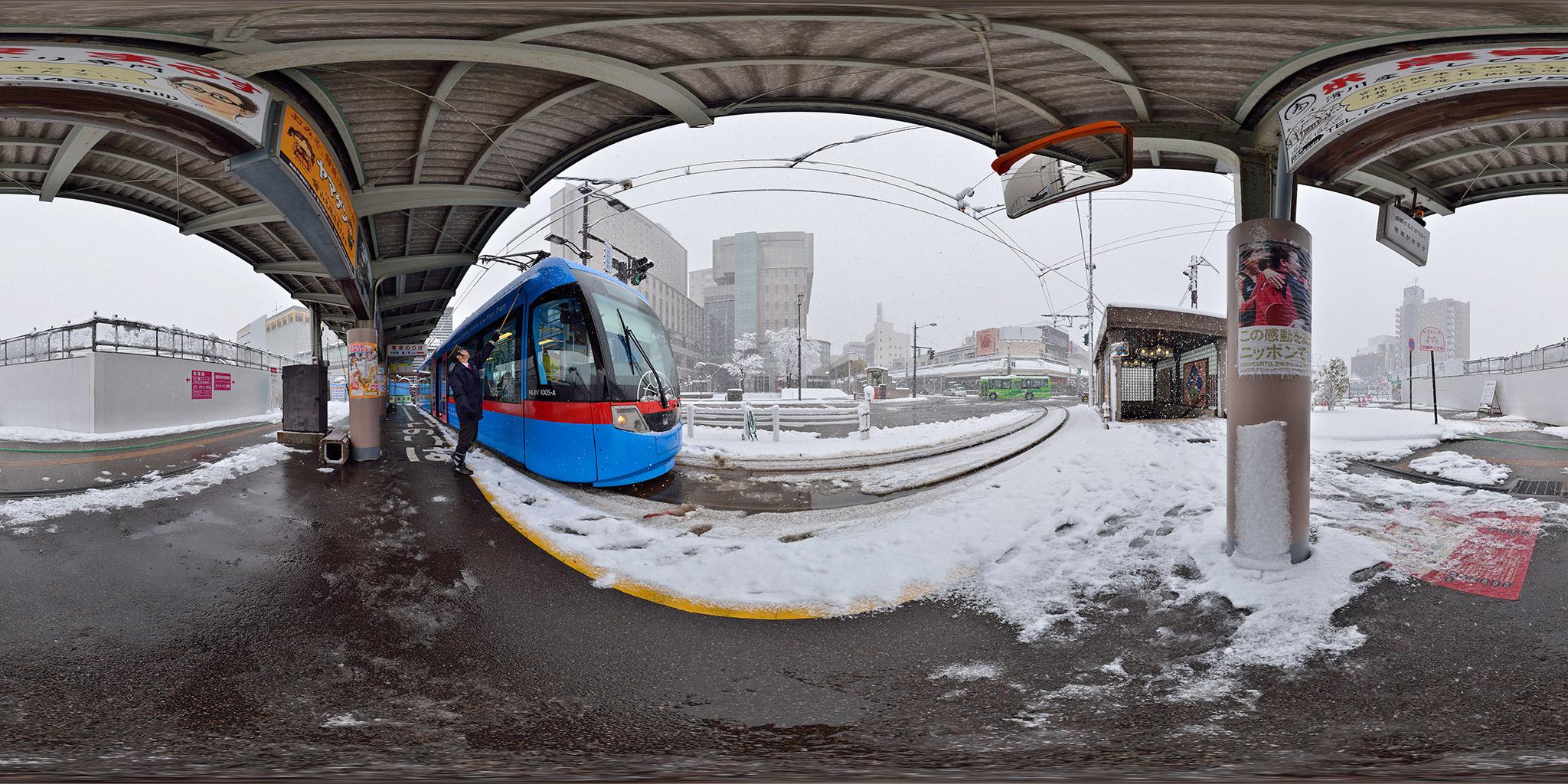 雪の日のドラえもんトラムMLRV1005