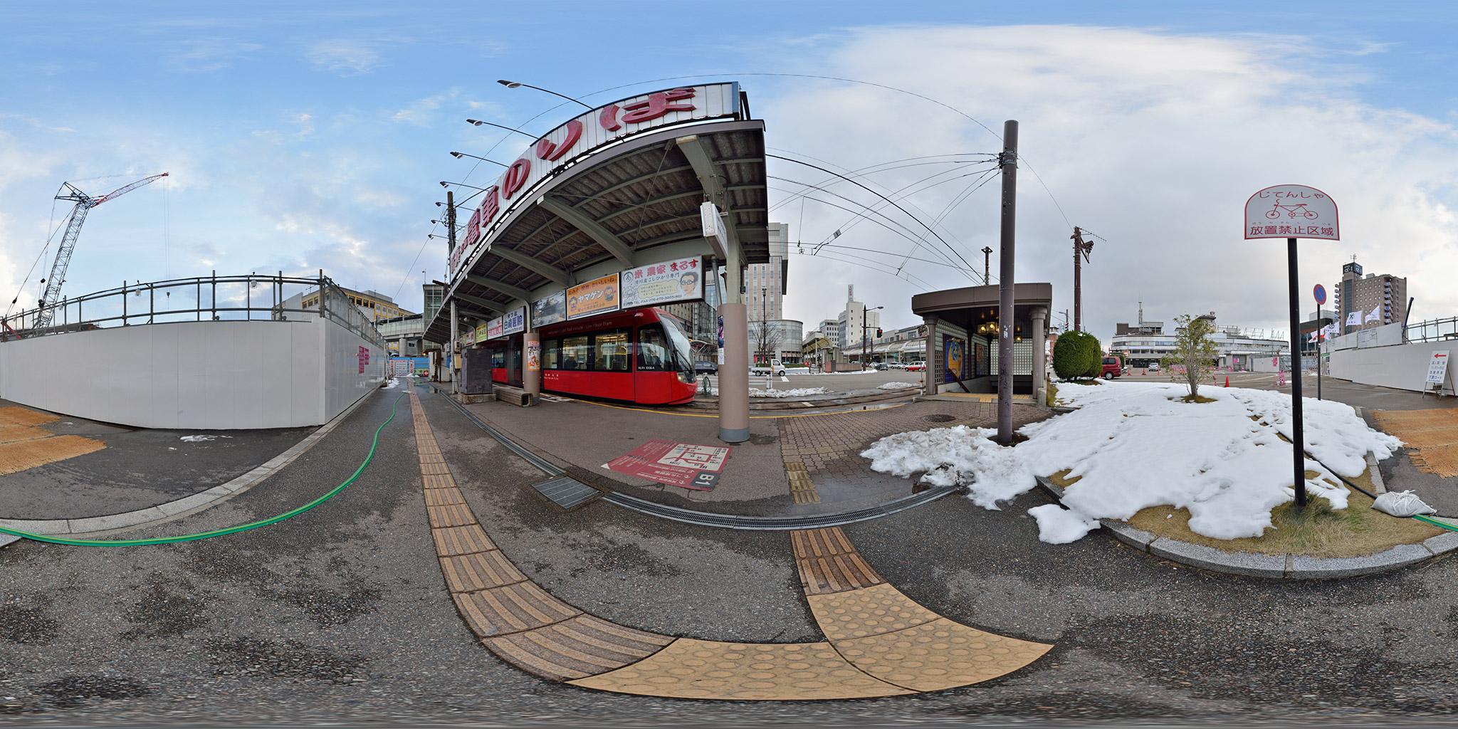 旧高岡駅前電停にてMLRV1006