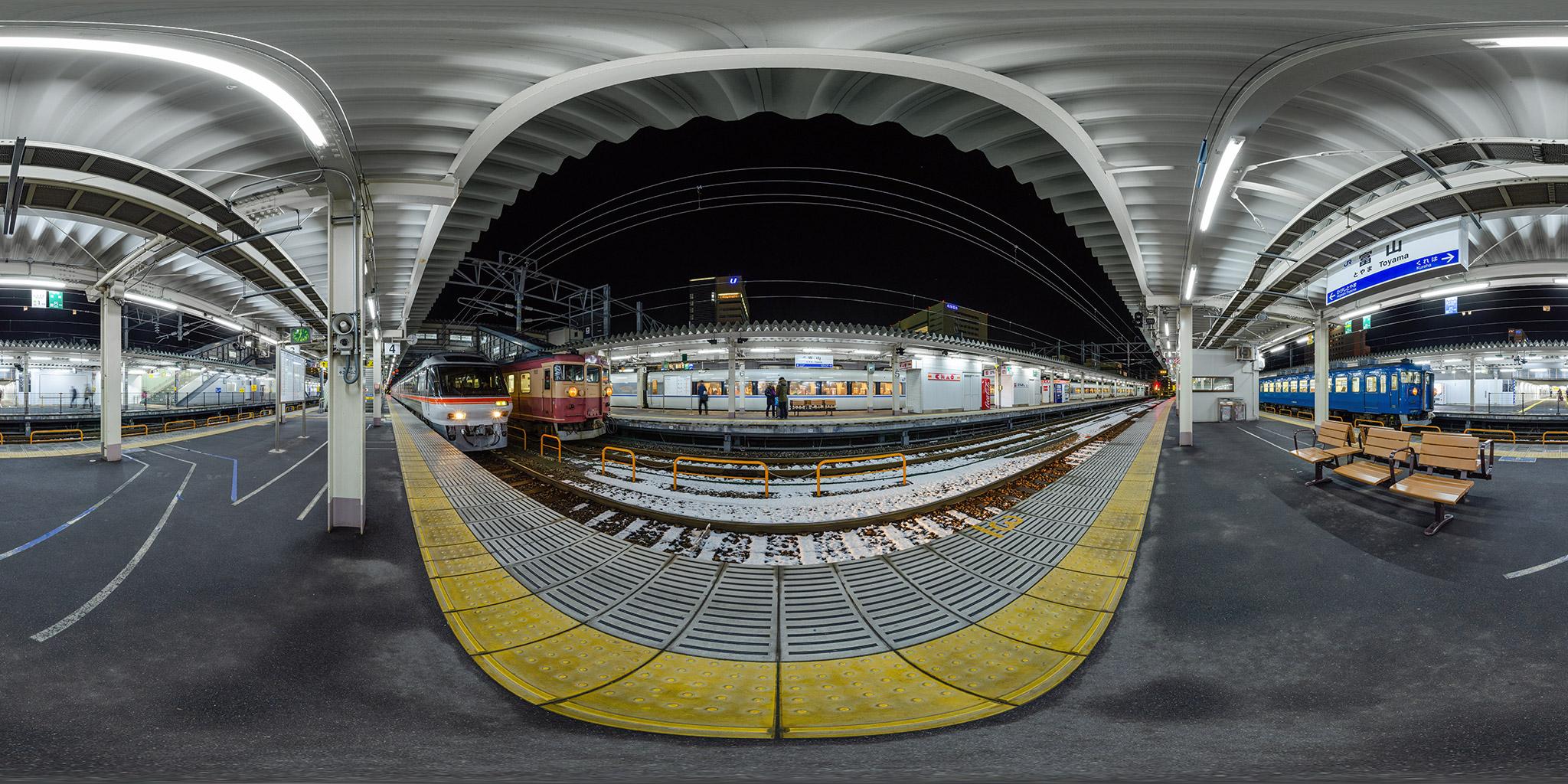 富山駅にて475系、キハ85系ひだ、681系はくたか