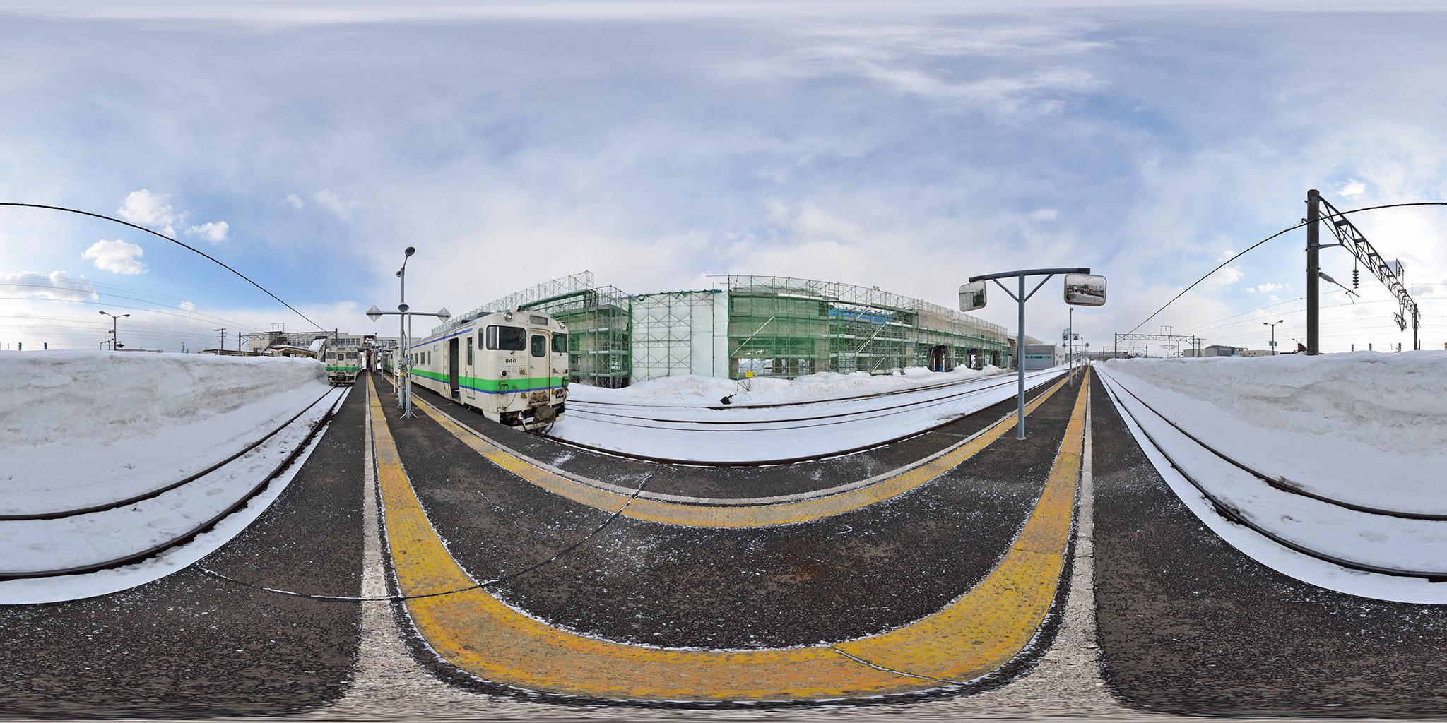 朝の列車交換。江差行き(120D)と函館行き(121D)